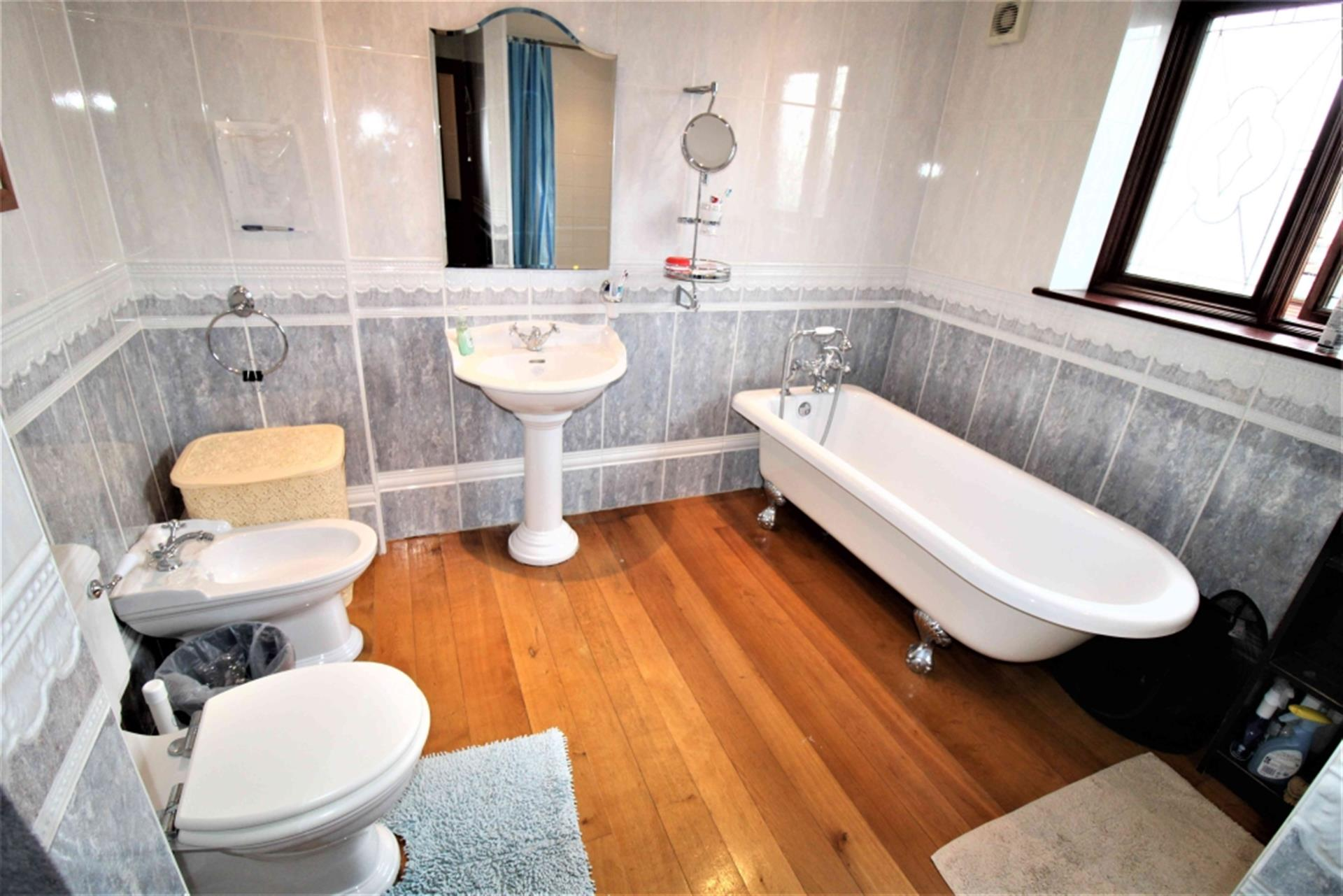 5 Bedroom Semi-detached House To Rent - Photo