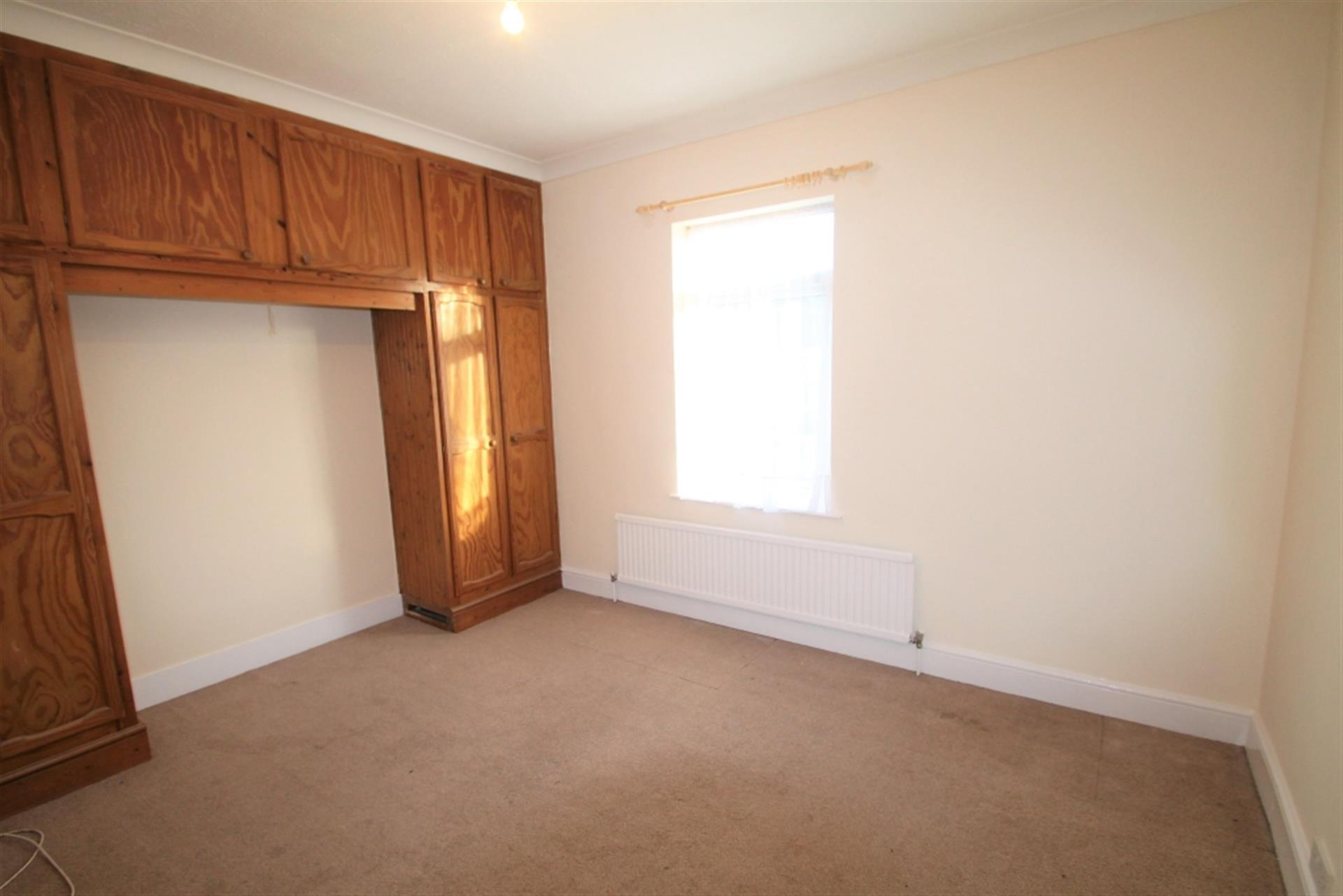 2 Bedroom Terraced House To Rent - Photo