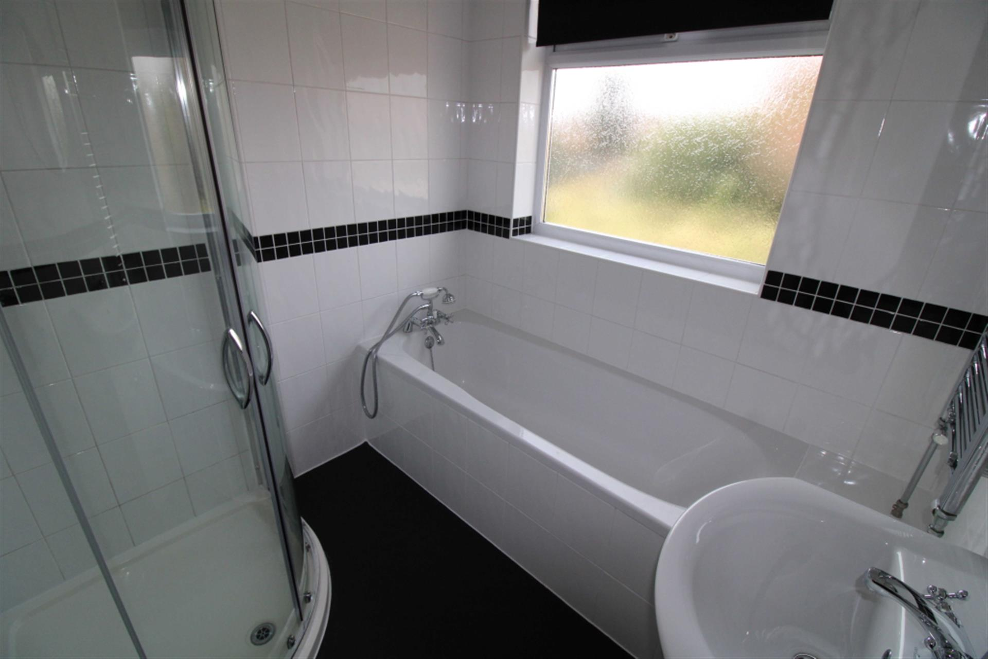 3 Bedroom Detached House To Rent - Photo