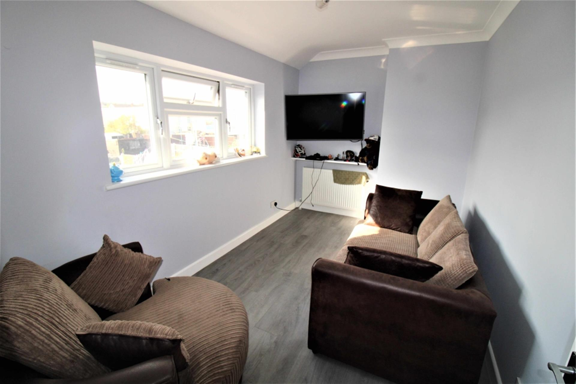 3 Bedroom End Terraced House To Rent - Photo