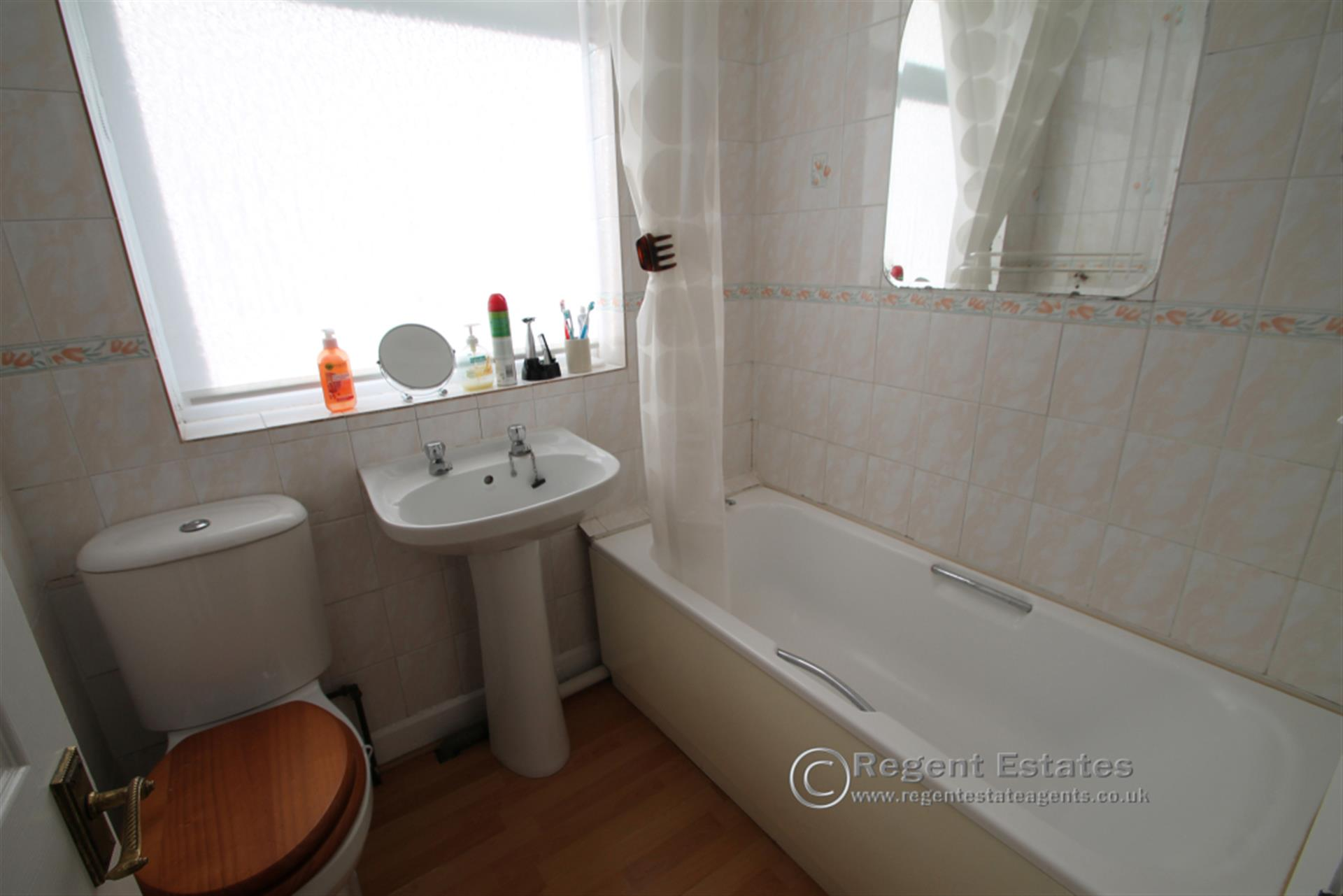 3 Bedroom Semi-detached House To Rent - Photo