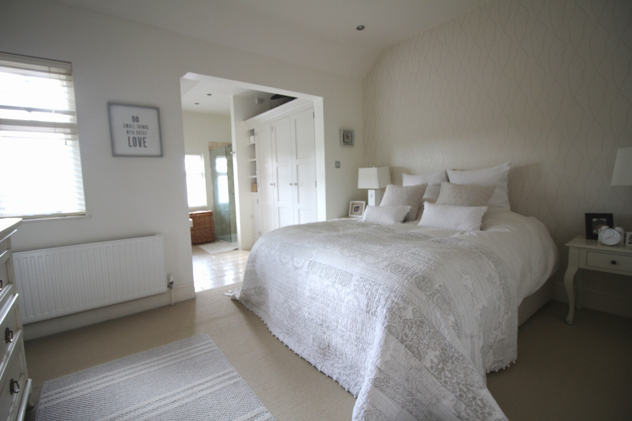 3 bedroom semi detached house SSTC in Solihull - photograph 12.
