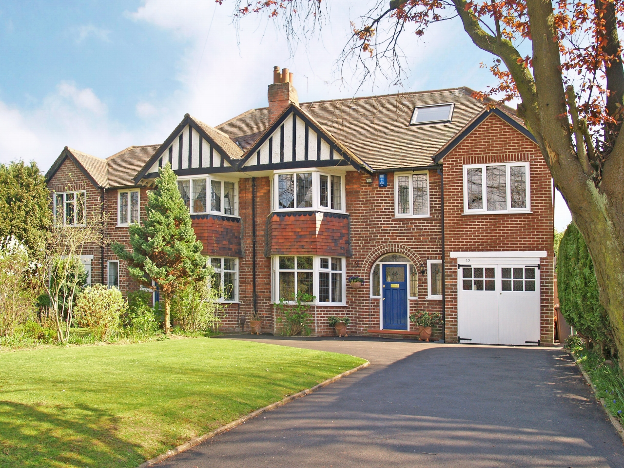 6 bedroom semi detached house SSTC in Solihull - photograph 1.