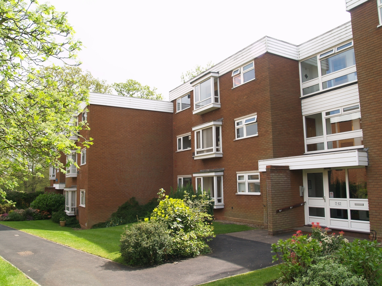 2 bedroom ground floor apartment SSTC in Solihull - Main Image.