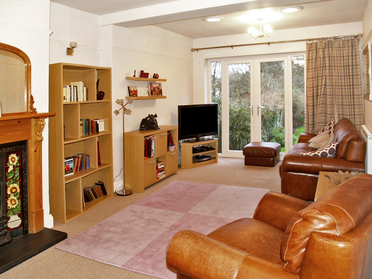 5 bedroom semi detached house SSTC in Solihull - photograph 3.