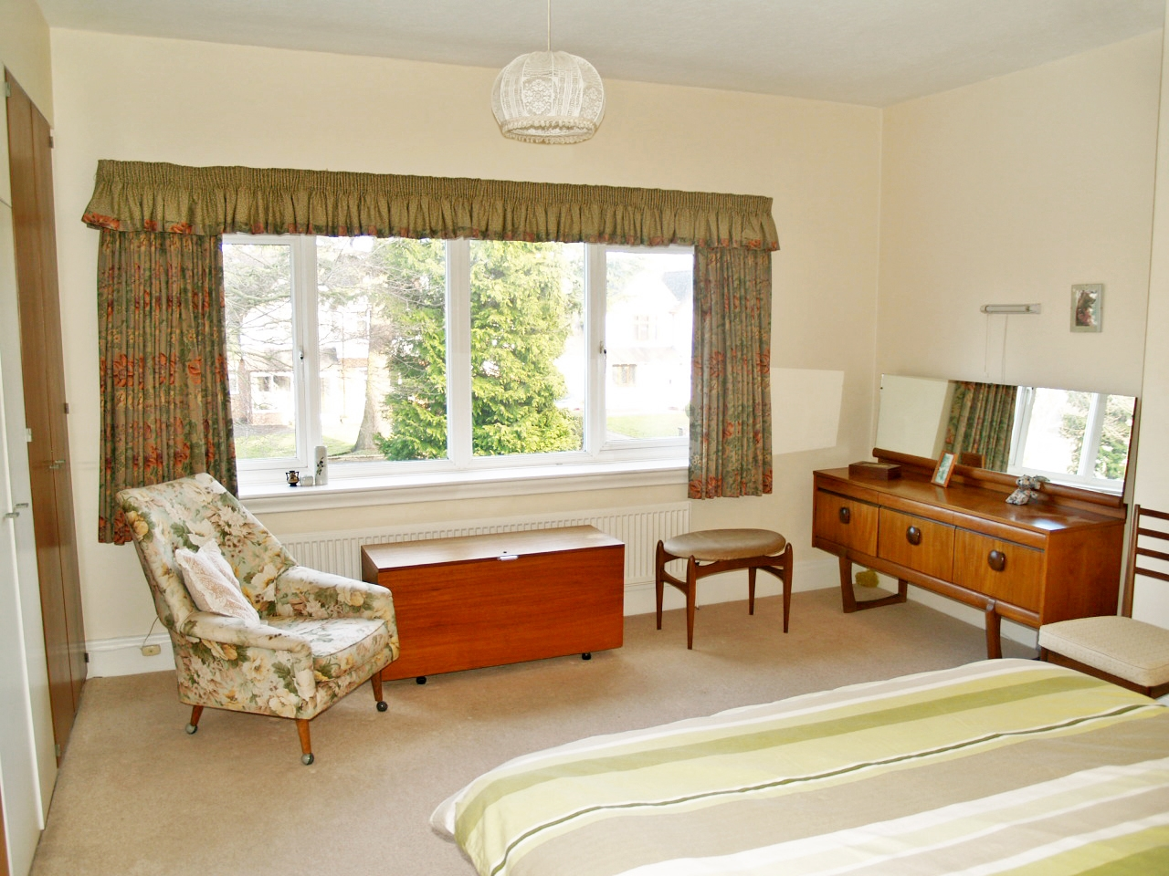 4 bedroom semi detached house SSTC in Solihull - photograph 10.