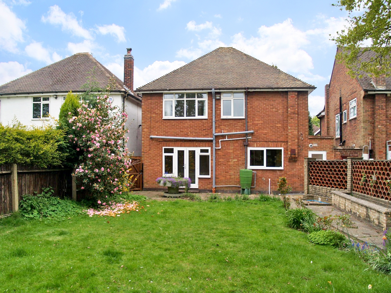 4 bedroom detached house SSTC in Solihull - photograph 15.