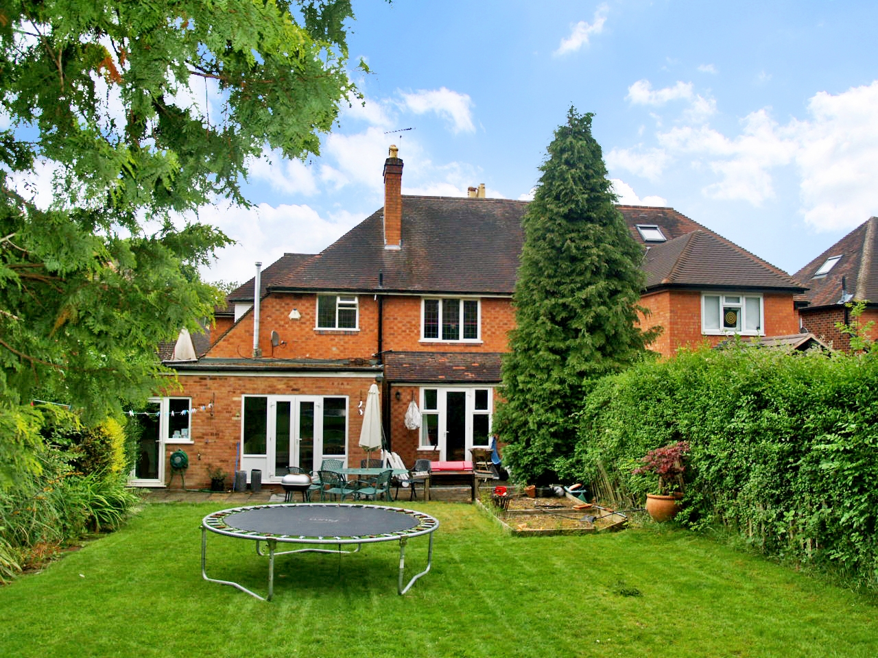 4 bedroom semi detached house SSTC in Solihull - photograph 4.