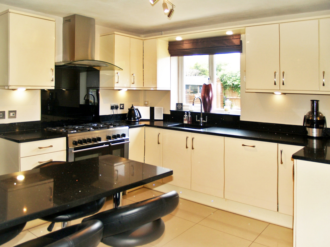 5 bedroom detached house SSTC in Solihull - photograph 7.