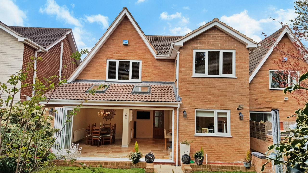 4 bedroom detached house SSTC in Solihull - photograph 18.