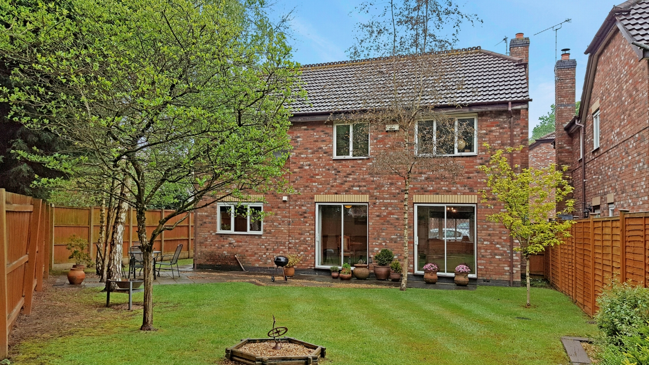 4 bedroom detached house SSTC in Solihull - photograph 14.