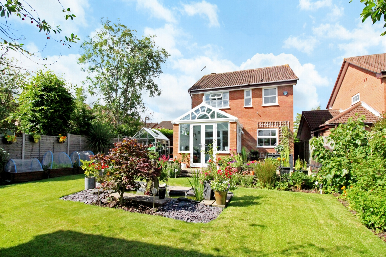 3 bedroom detached house SSTC in Solihull - photograph 10.