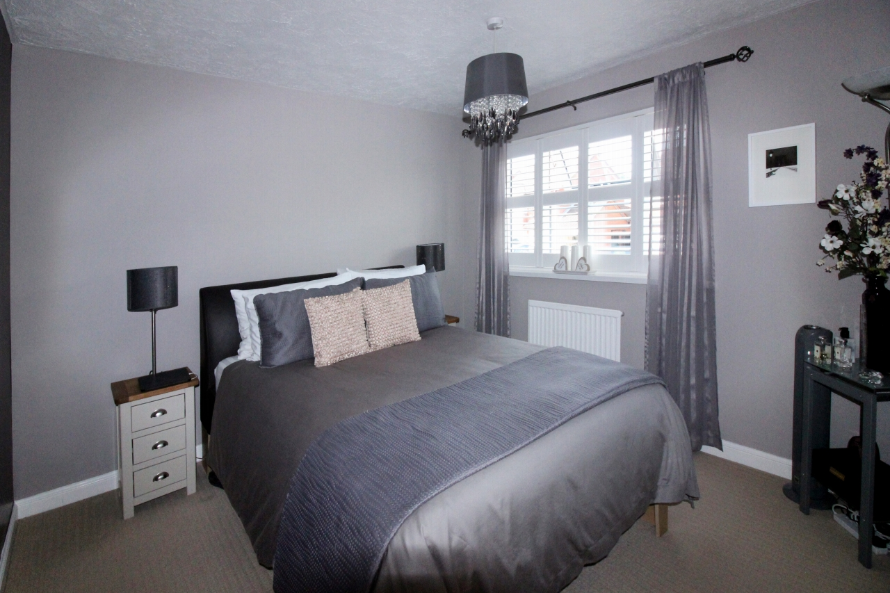 3 bedroom detached house SSTC in Solihull - photograph 8.