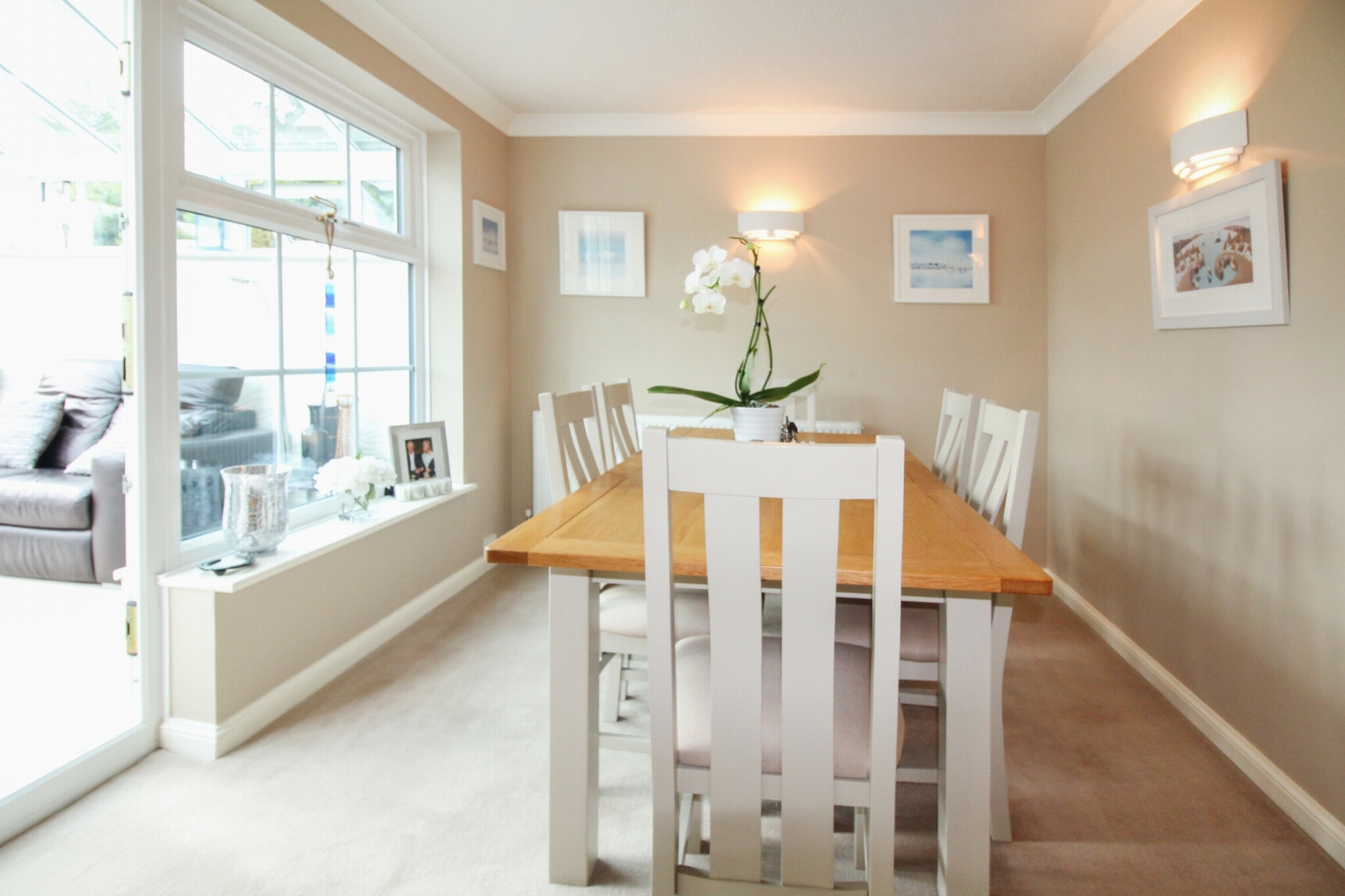 3 bedroom detached house SSTC in Solihull - photograph 5.