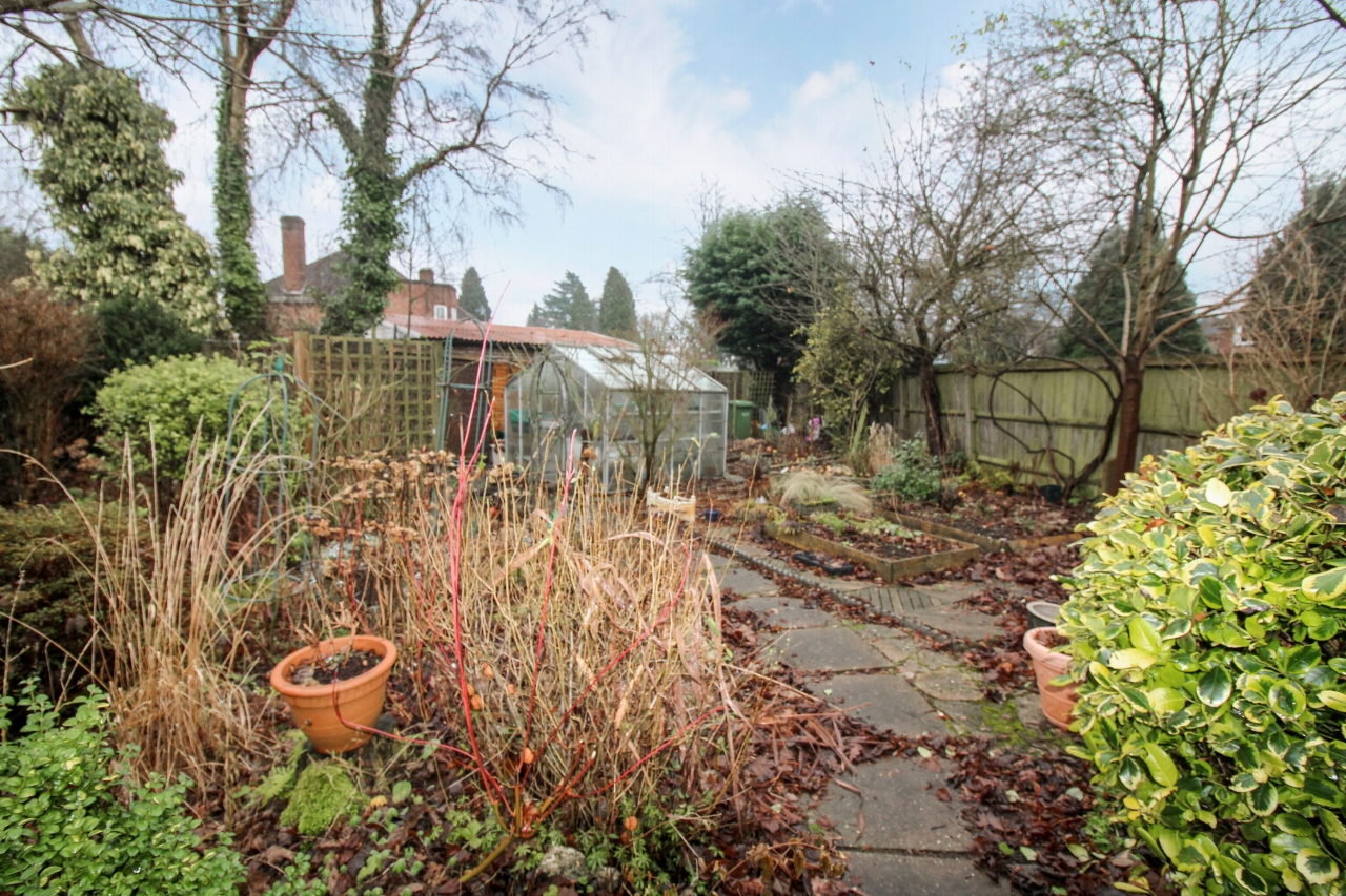 4 bedroom semi detached house SSTC in Solihull - photograph 17.