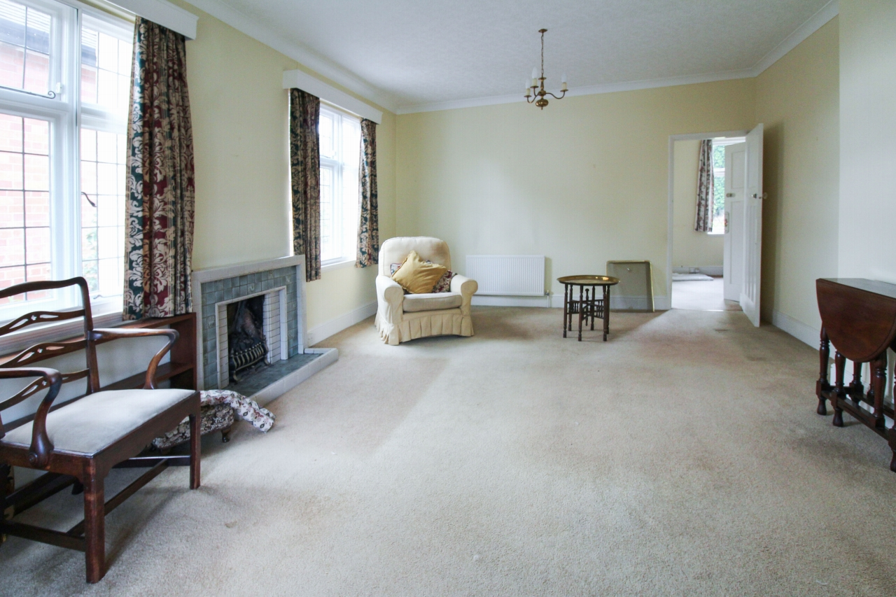 3 bedroom detached bungalow SSTC in Birmingham - photograph 6.