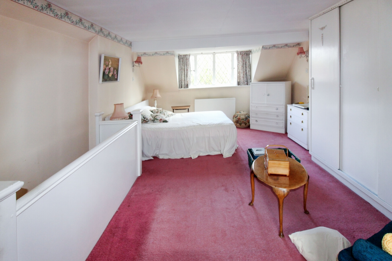 3 bedroom detached bungalow SSTC in Birmingham - photograph 12.