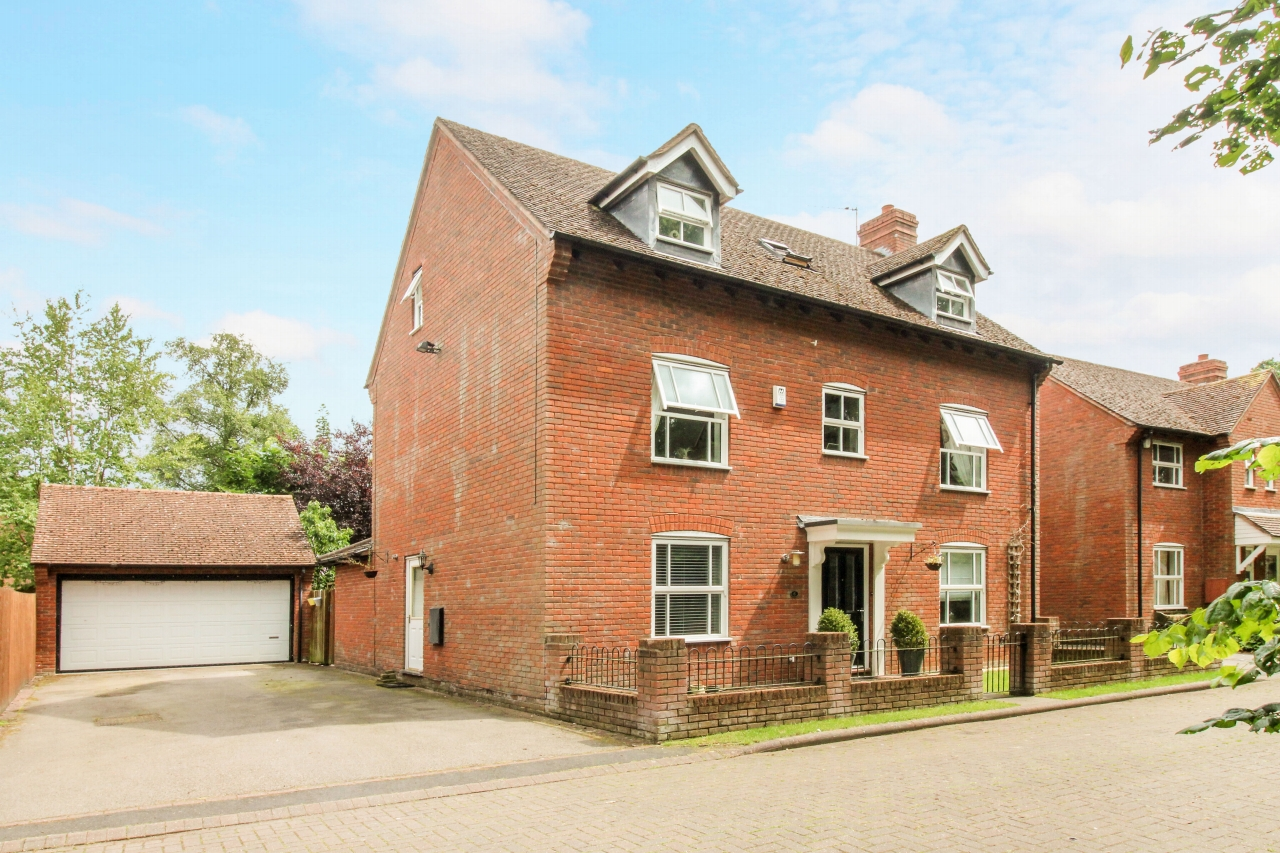 5 bedroom detached house SSTC in Solihull - Main Image.