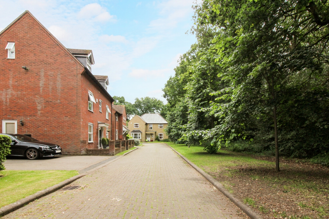 5 bedroom detached house SSTC in Solihull - photograph 3.