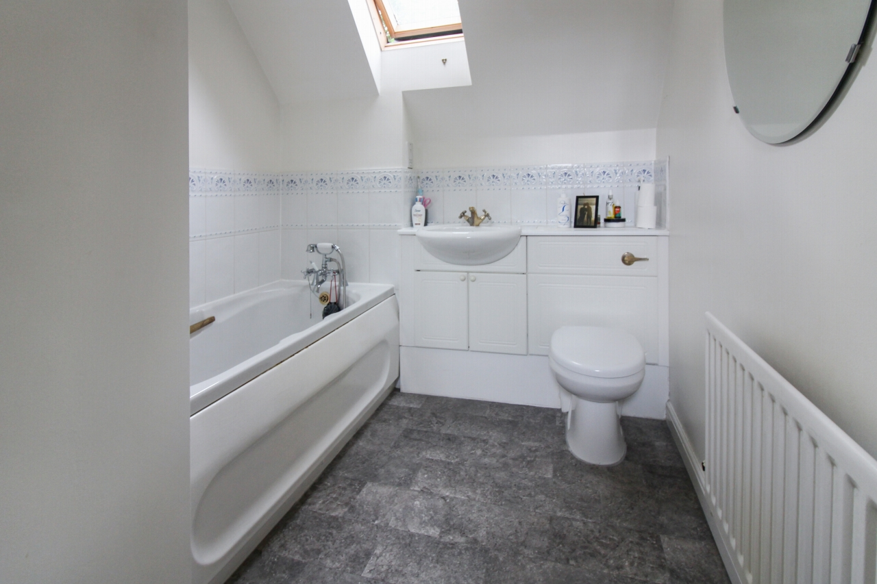 5 bedroom detached house SSTC in Solihull - photograph 10.