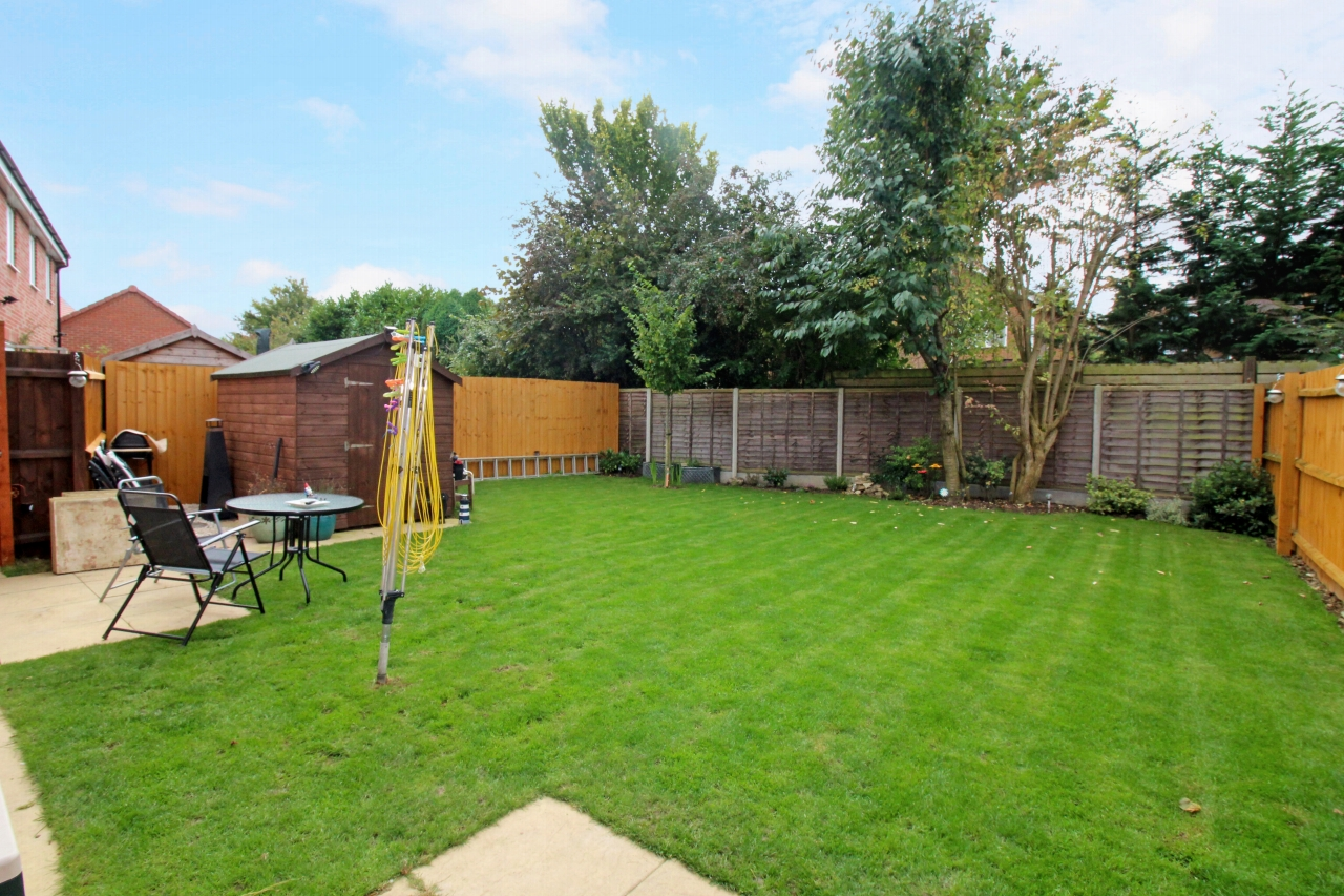 3 bedroom detached house SSTC in Solihull - photograph 4.