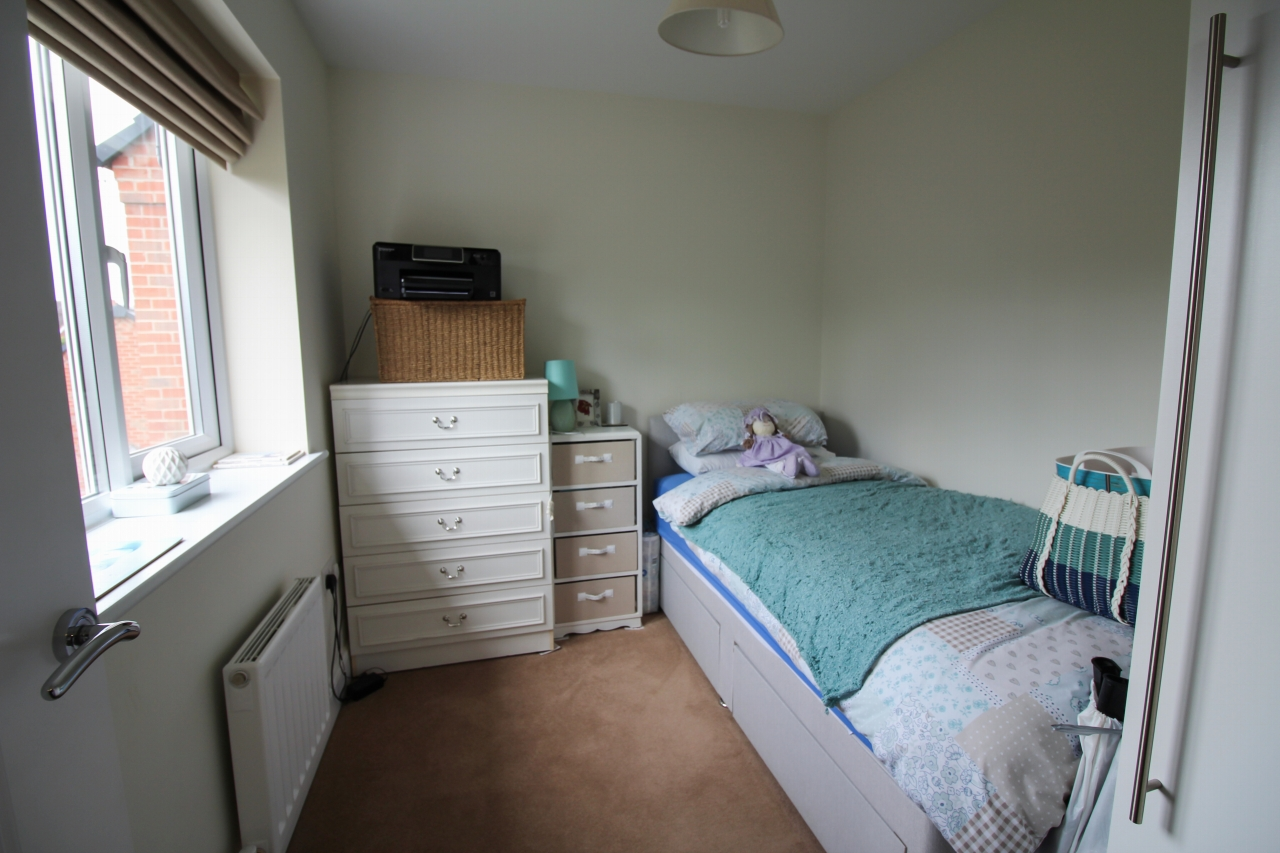 3 bedroom detached house SSTC in Solihull - photograph 15.