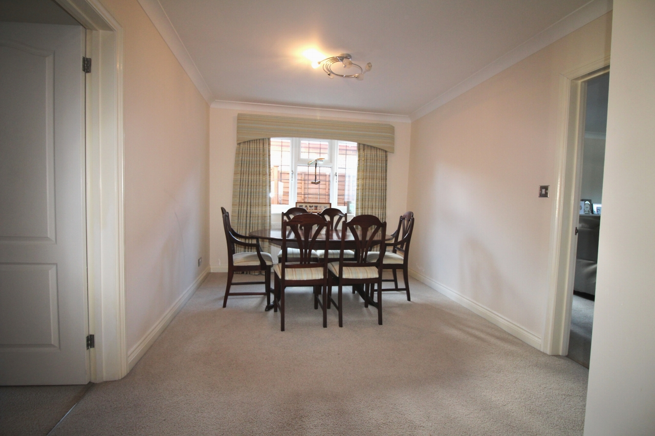 2 bedroom detached bungalow SSTC in Solihull - photograph 3.