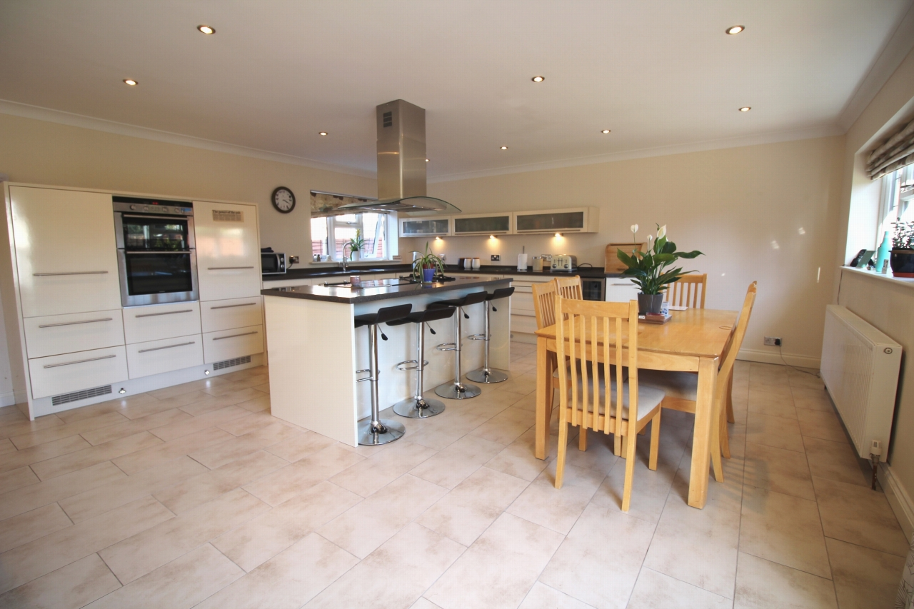 2 bedroom detached bungalow SSTC in Solihull - photograph 4.