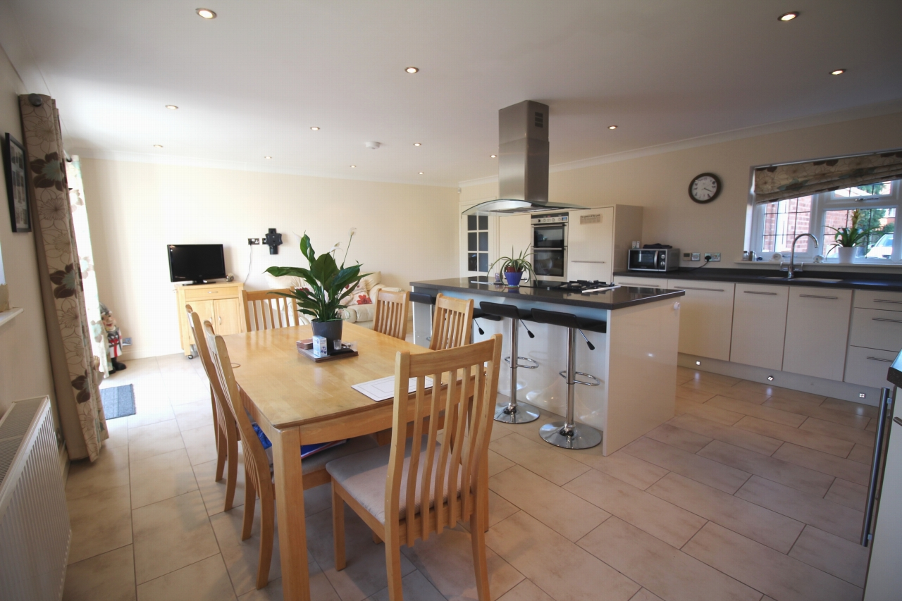 2 bedroom detached bungalow SSTC in Solihull - photograph 5.