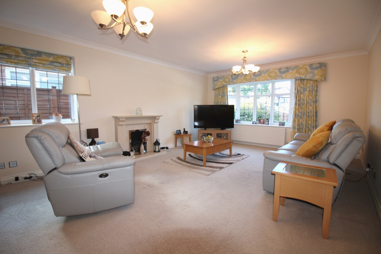 2 bedroom detached bungalow SSTC in Solihull - photograph 6.