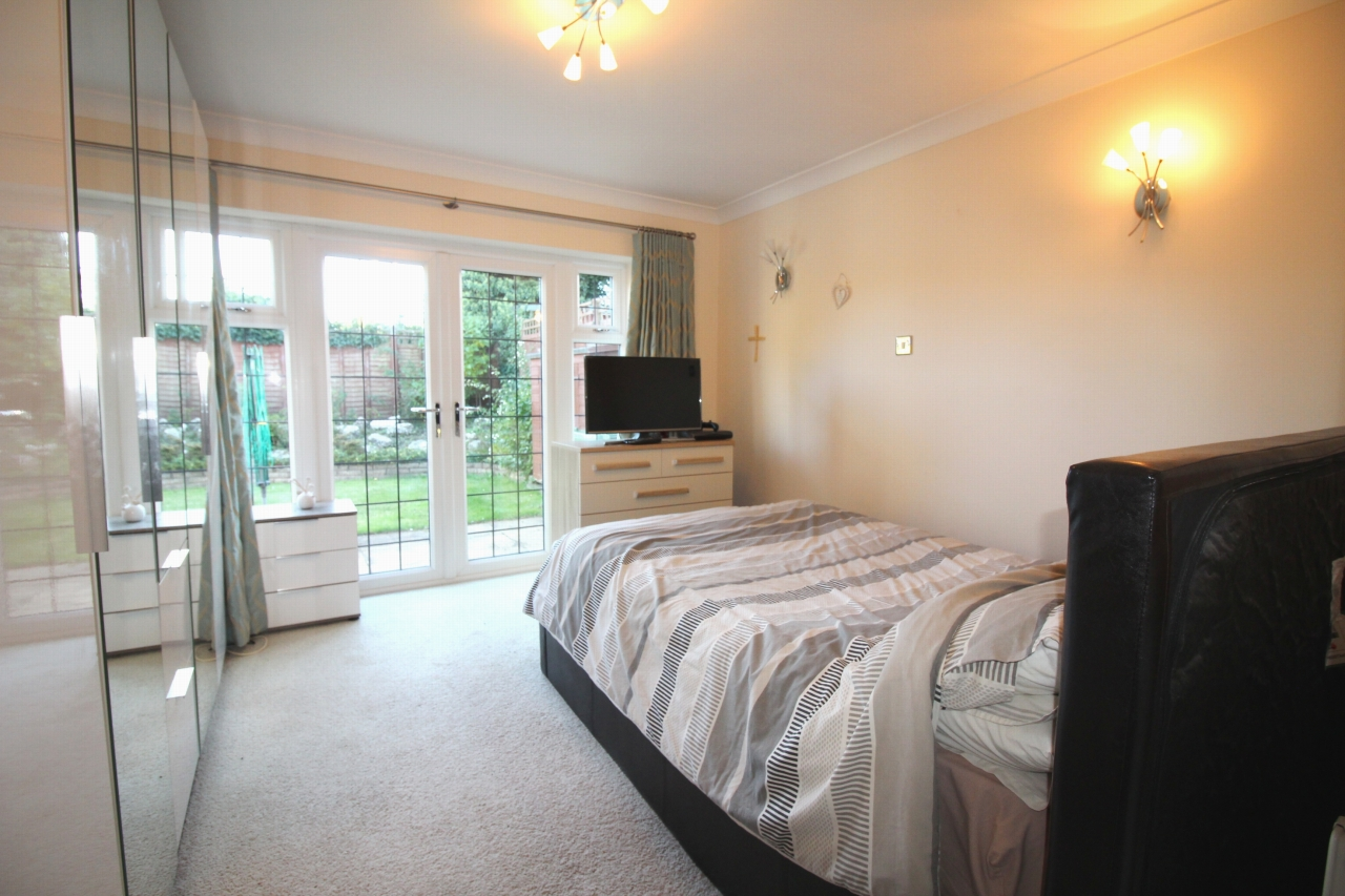 2 bedroom detached bungalow SSTC in Solihull - photograph 9.