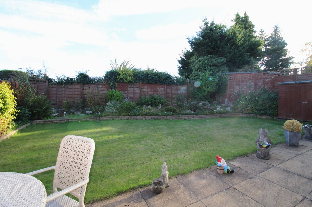 2 bedroom detached bungalow SSTC in Solihull - photograph 12.