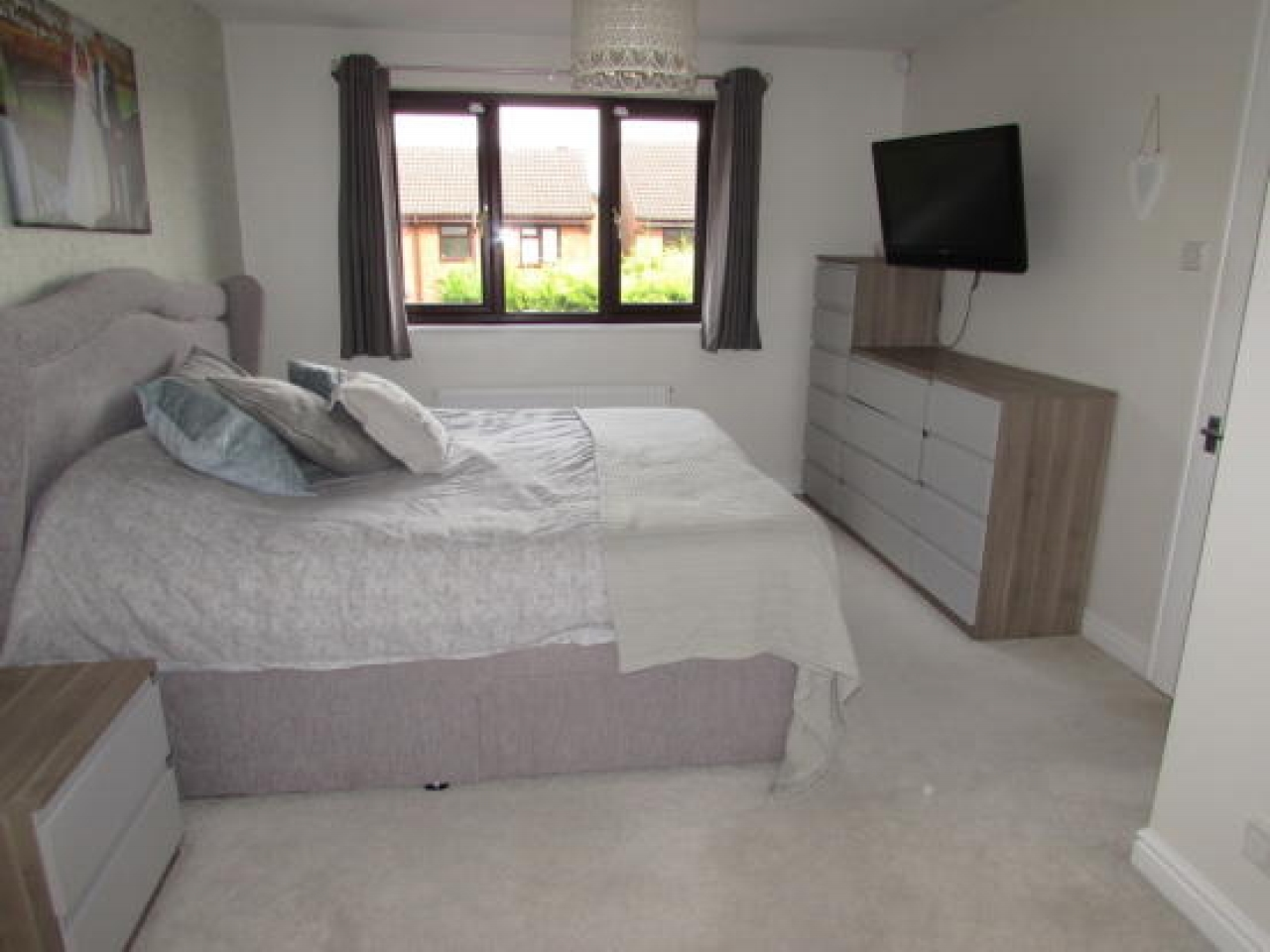 4 bedroom detached house SSTC in Solihull - photograph 9.