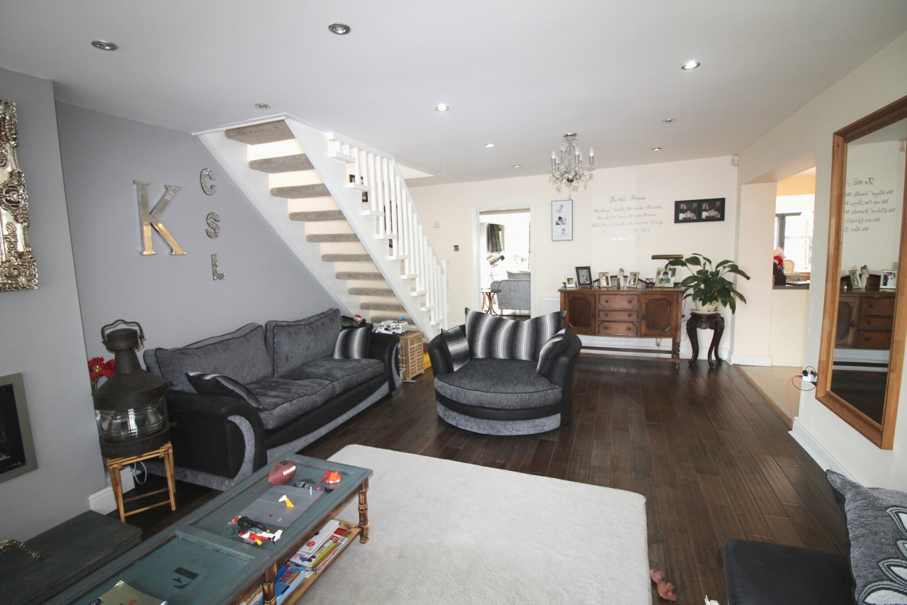 4 bedroom detached house SSTC in Solihull - photograph 4.