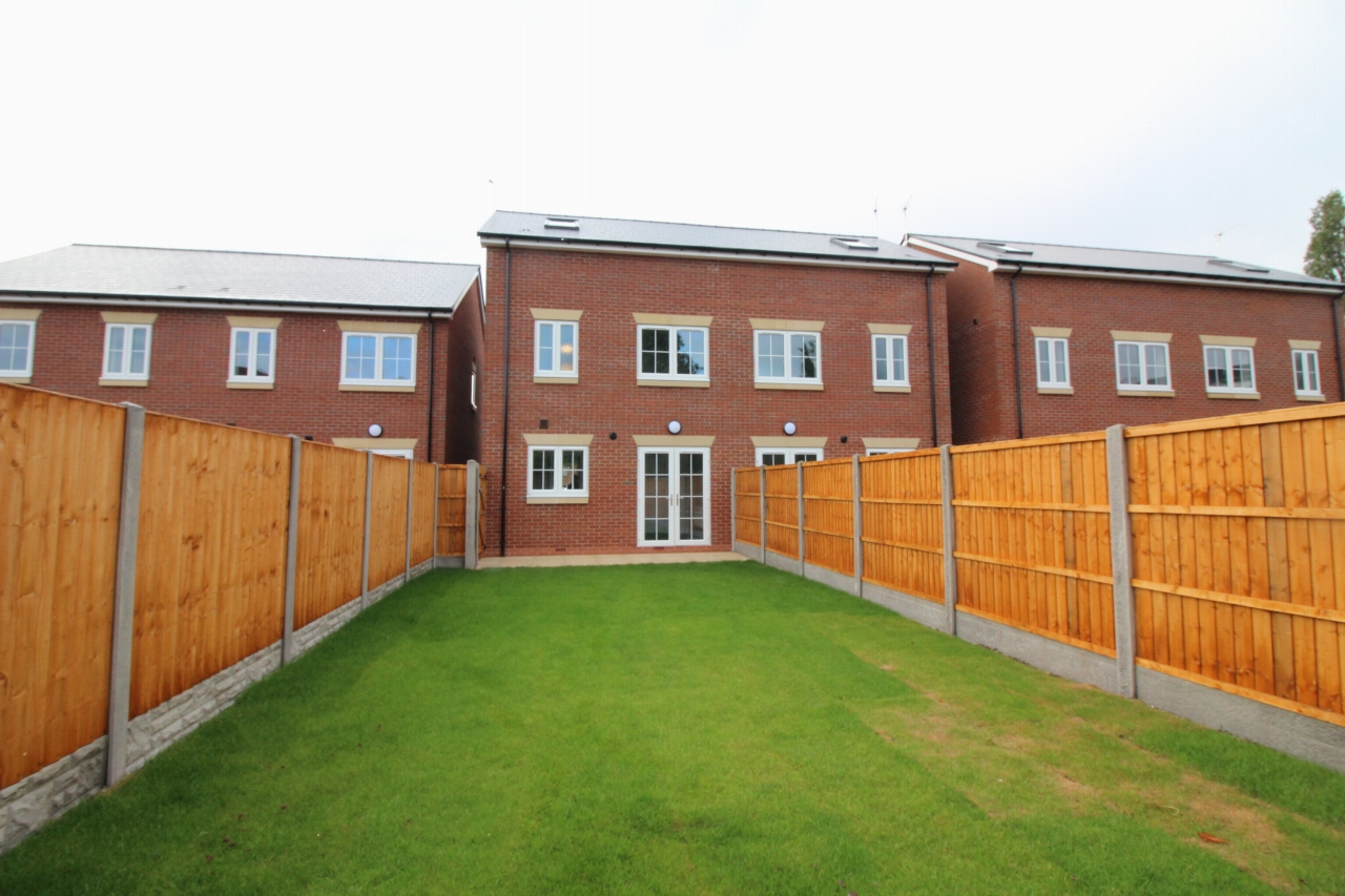 4 bedroom semi detached house Application Made in Birmaingham - photograph 2.
