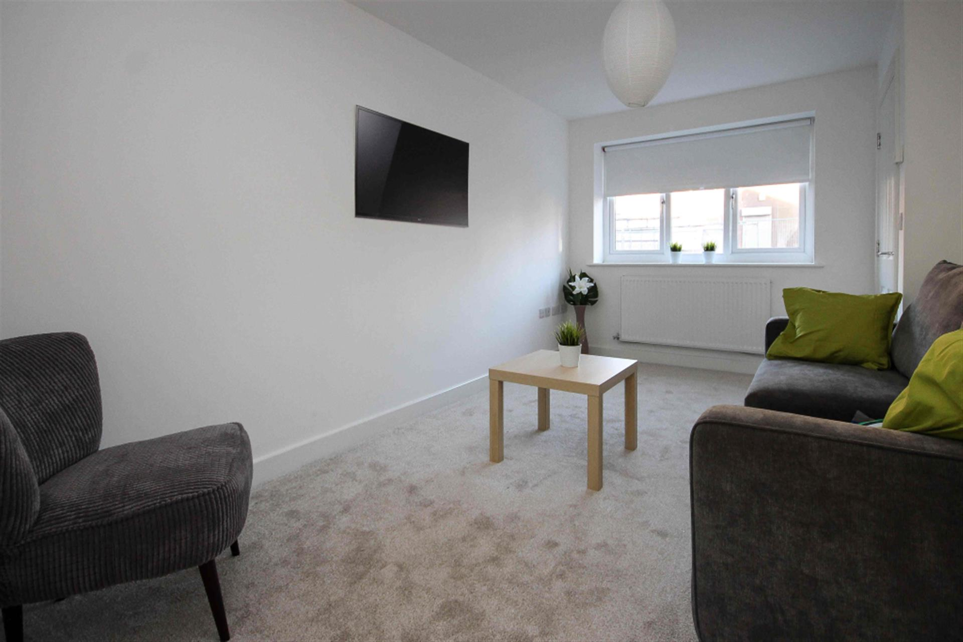 4 bedroom semi-detached house To Let in Eldon St, Tong Moor, Bolton, Lancs - Property photograph