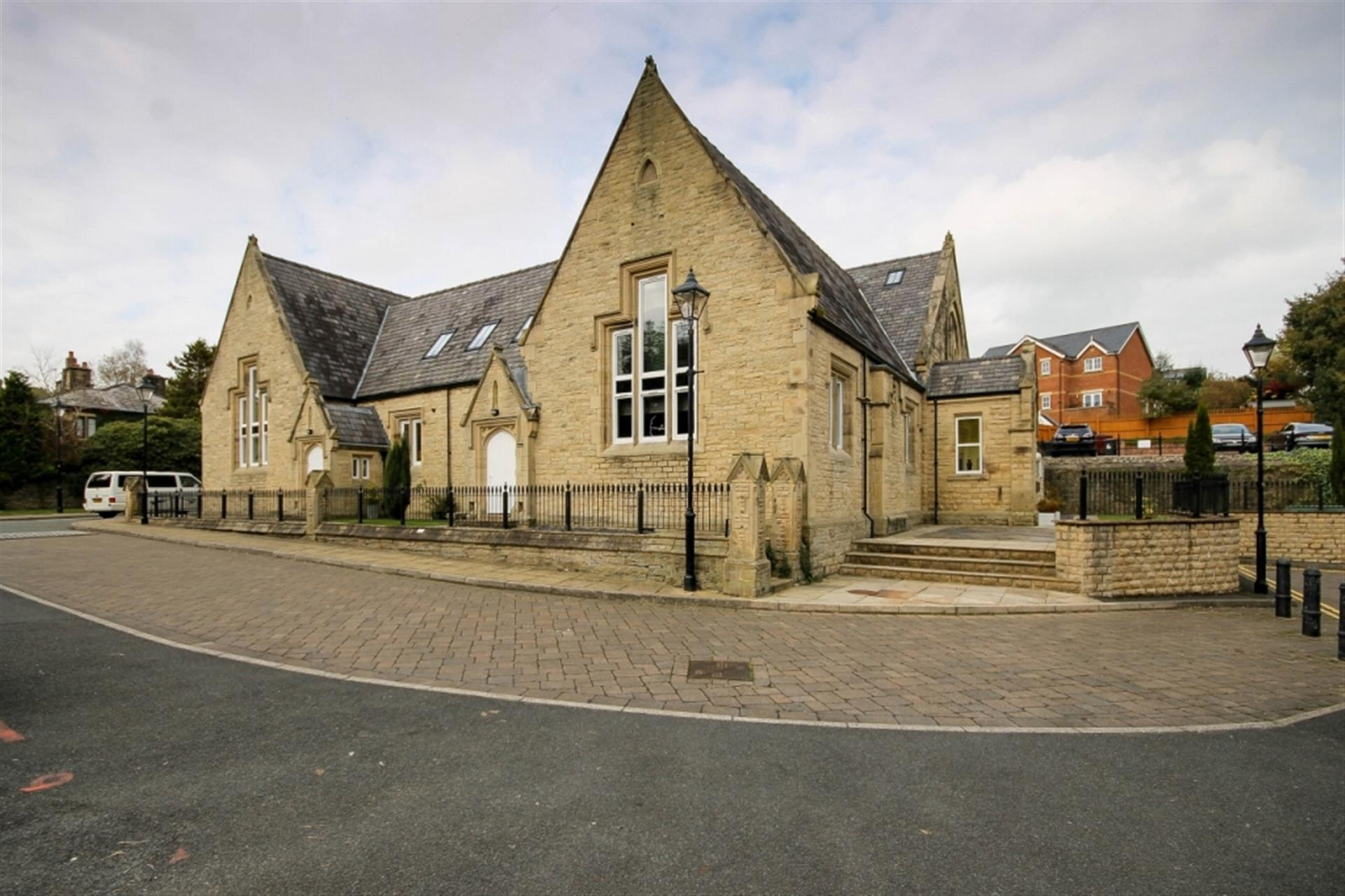 2 bedroom apartment flat / apartment To Let in School St, Bromley Cross, Bolton, Lancs - Property photograph