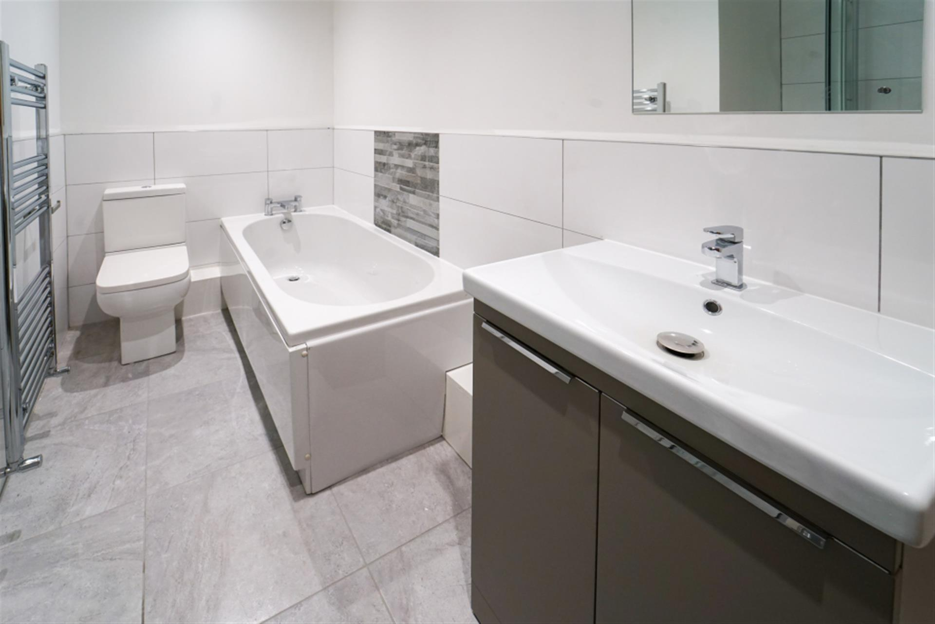 2 bedroom apartment flat / apartment To Let in 96 Watery Lane, Whitehall, Darwen, Lancs - 4 Piece Bathroom