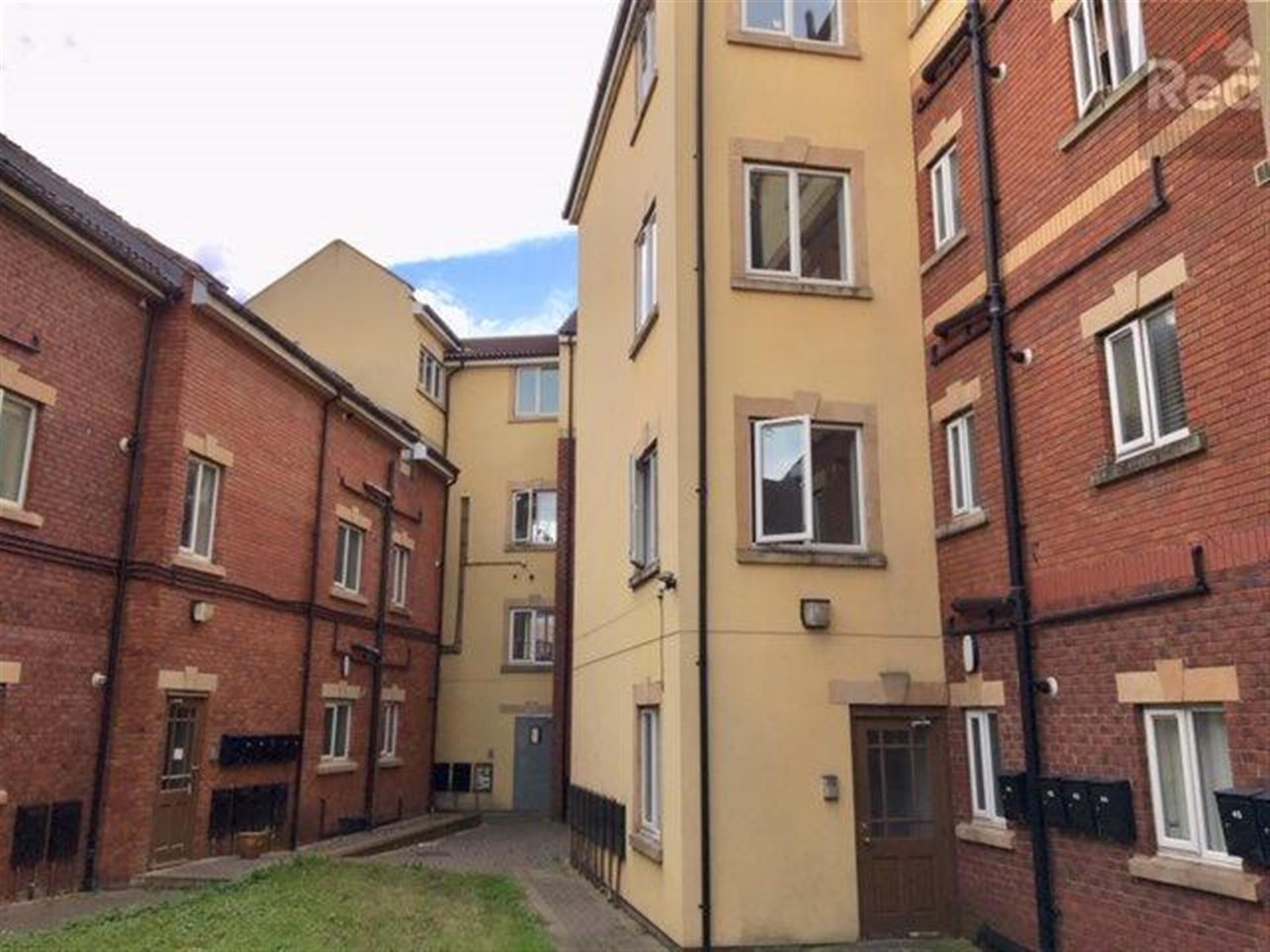2 bedroom flat flat / apartment To Let in Tindale Crescent, Bishop Auckland - photograph 1.