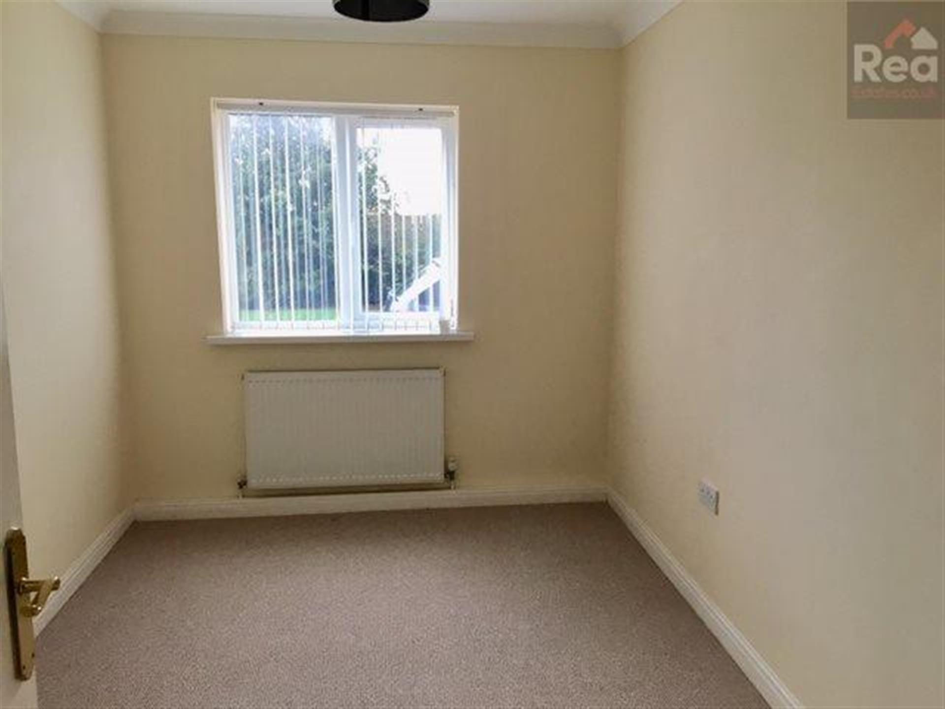 2 bedroom flat flat / apartment To Let in Tindale Crescent, Bishop Auckland - photograph 4.