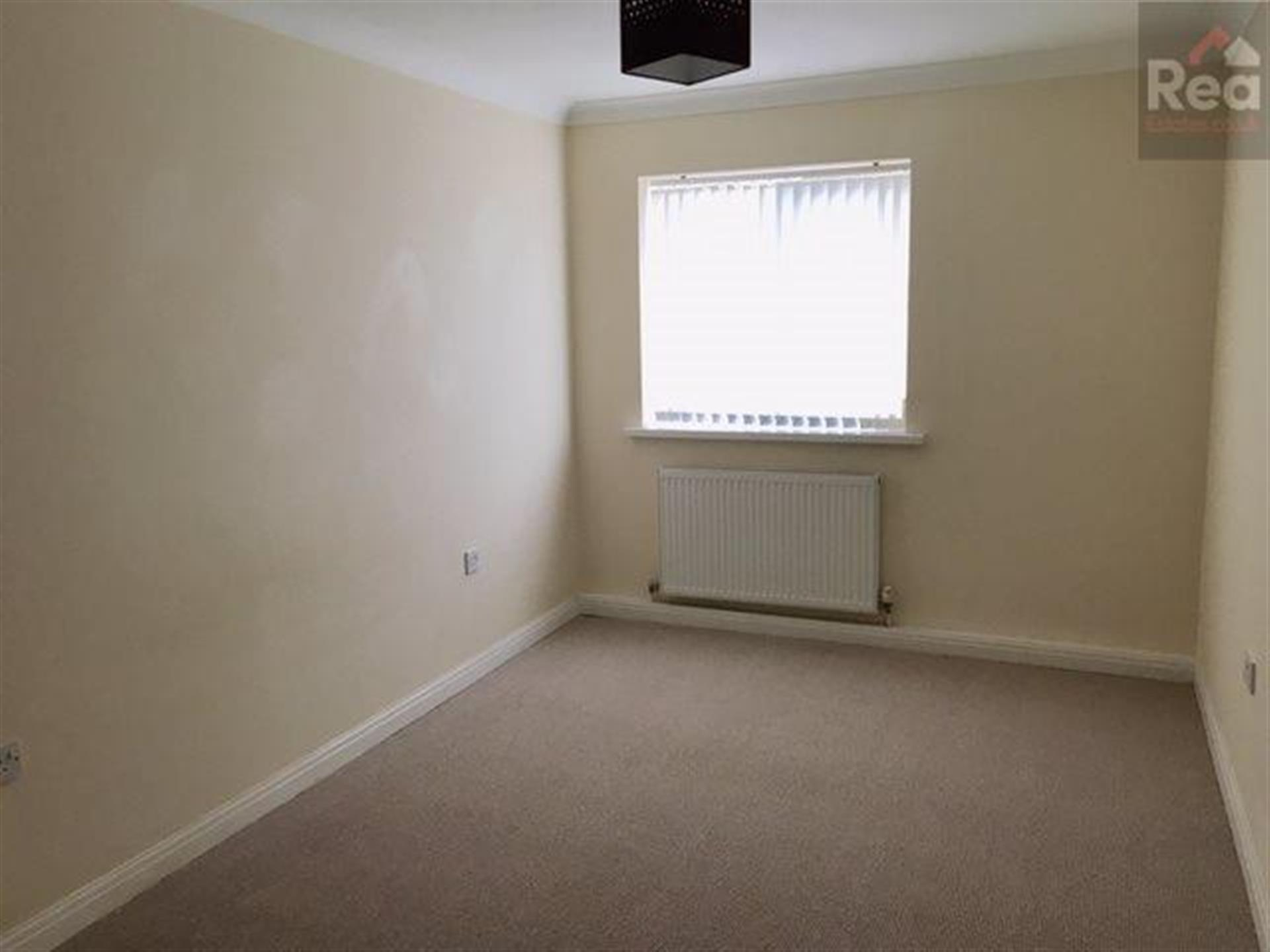2 bedroom flat flat / apartment To Let in Tindale Crescent, Bishop Auckland - photograph 5.