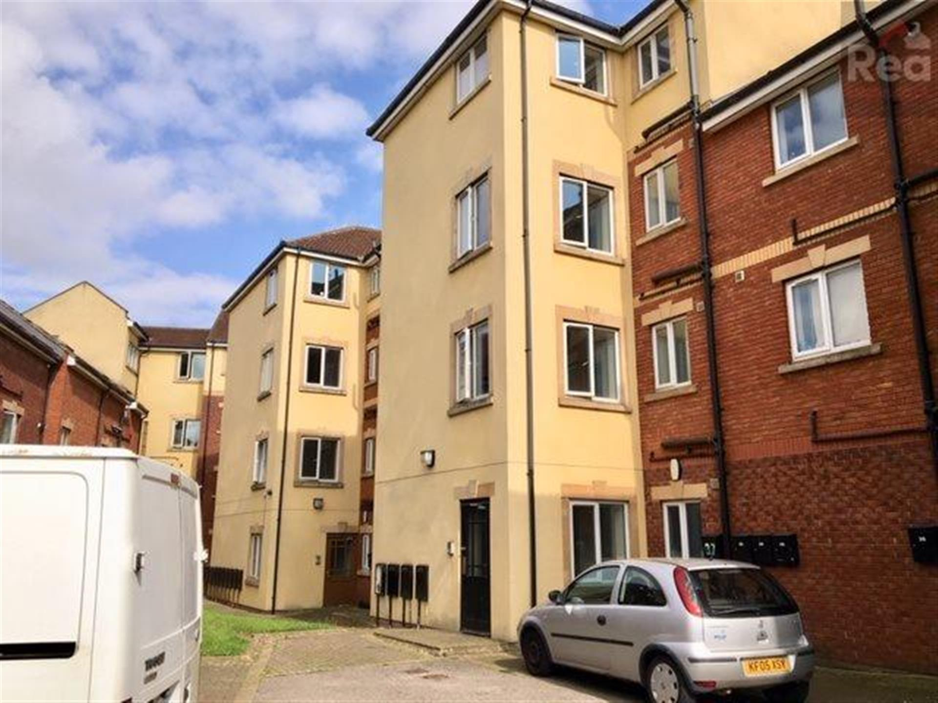 2 bedroom flat flat / apartment To Let in Tindale Crescent - Main Image.