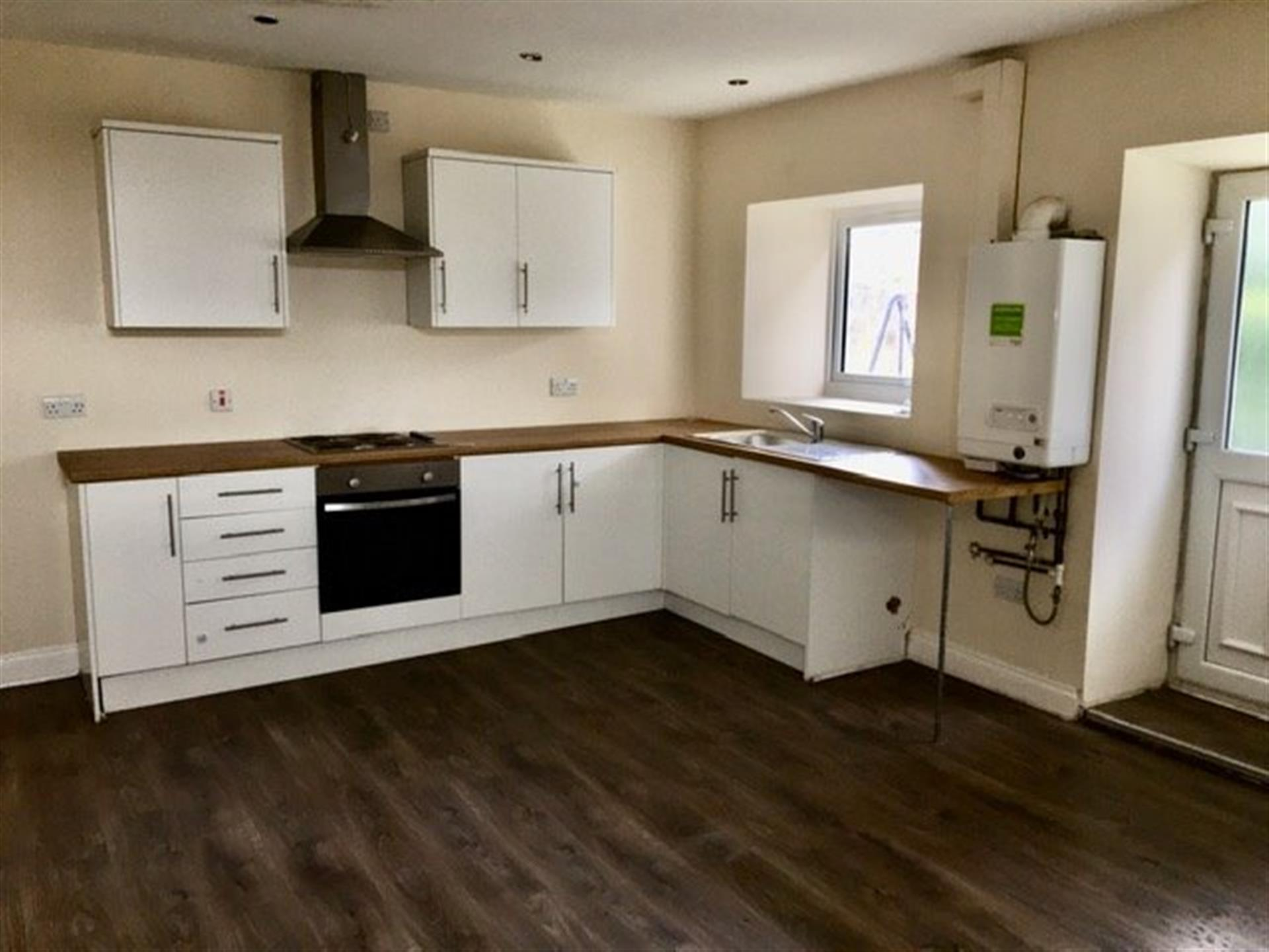 2 bedroom terraced house To Let in West Auckland - Main Image.