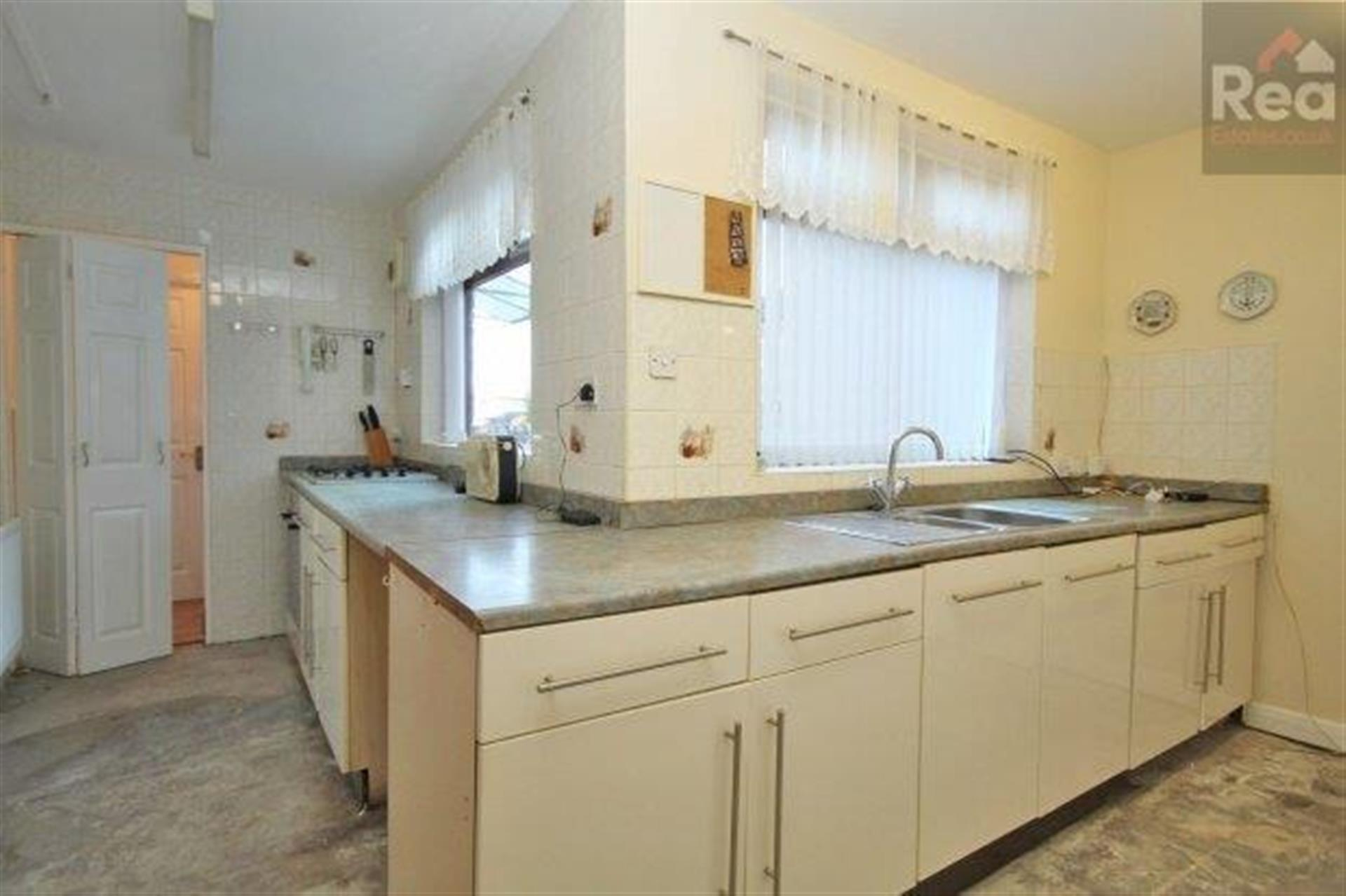 2 bedroom terraced house To Let in West Auckland - photograph 3.