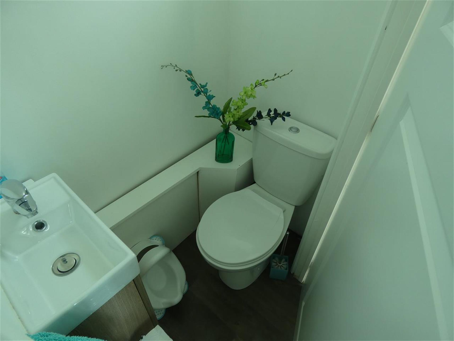 3 Bedroom Terraced House For Sale - Guest W/C