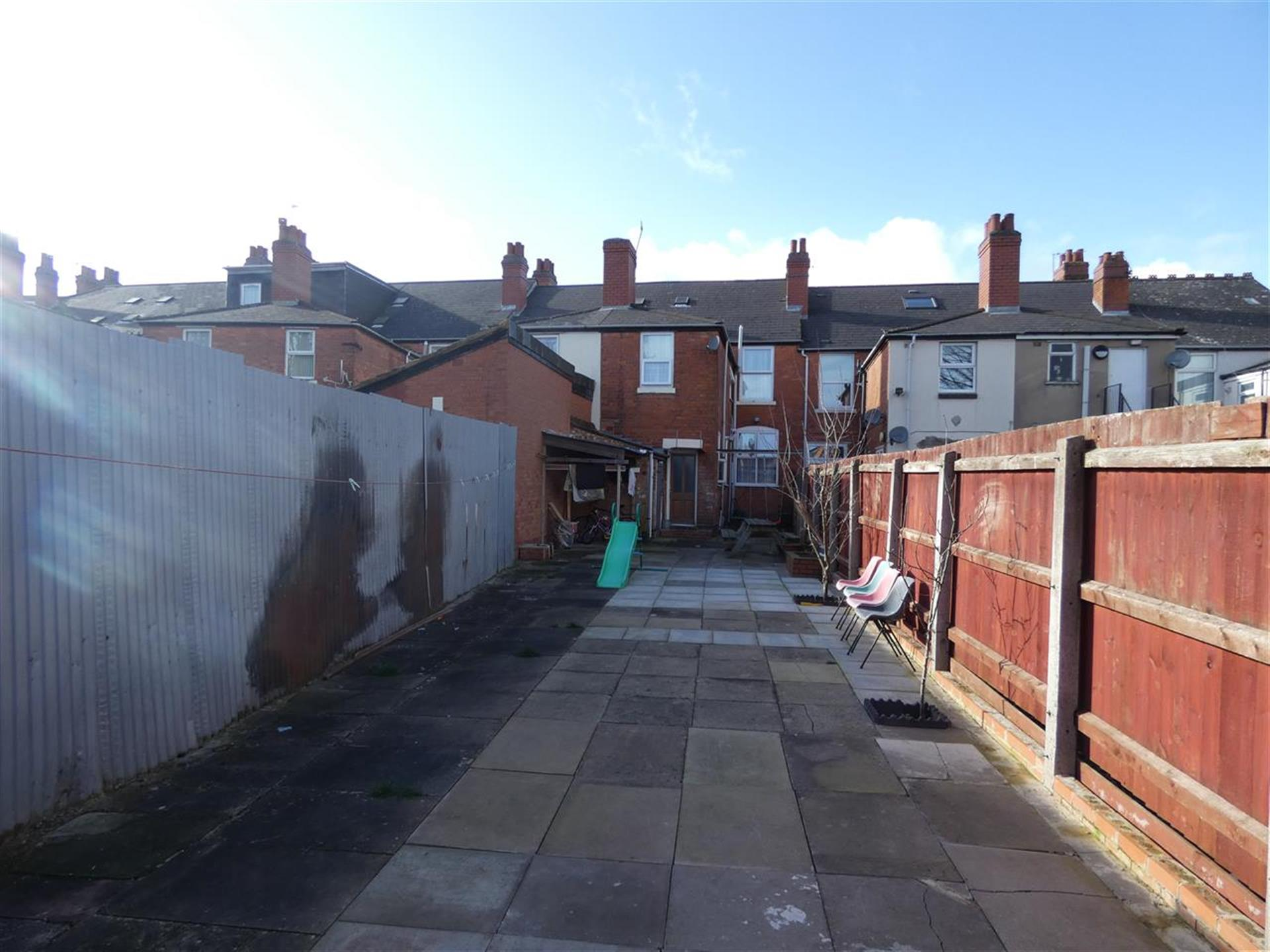 4 Bedroom Terraced House For Sale - Image 12