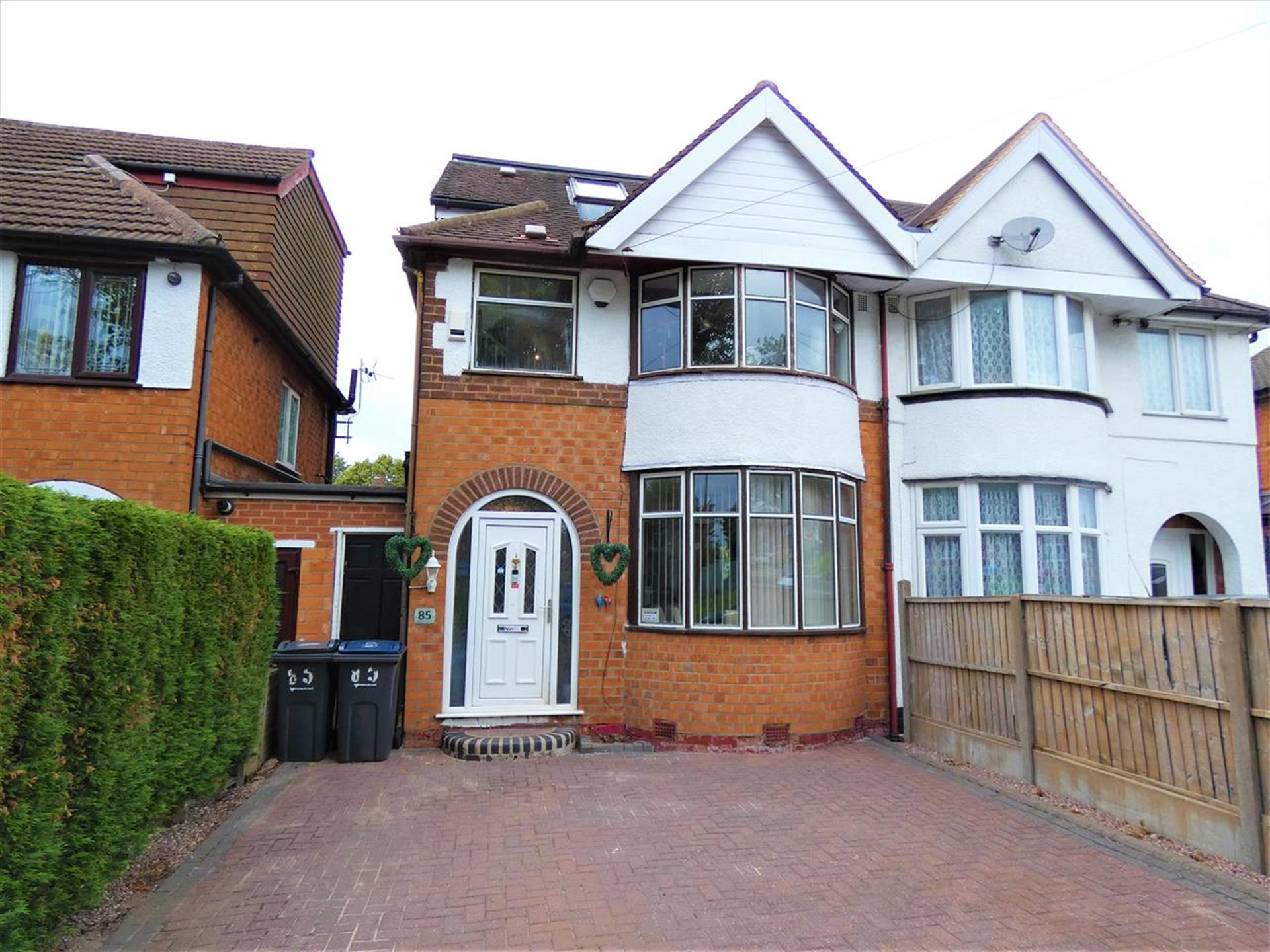 3 Bedroom Semi-detached House For Sale - Main Picture