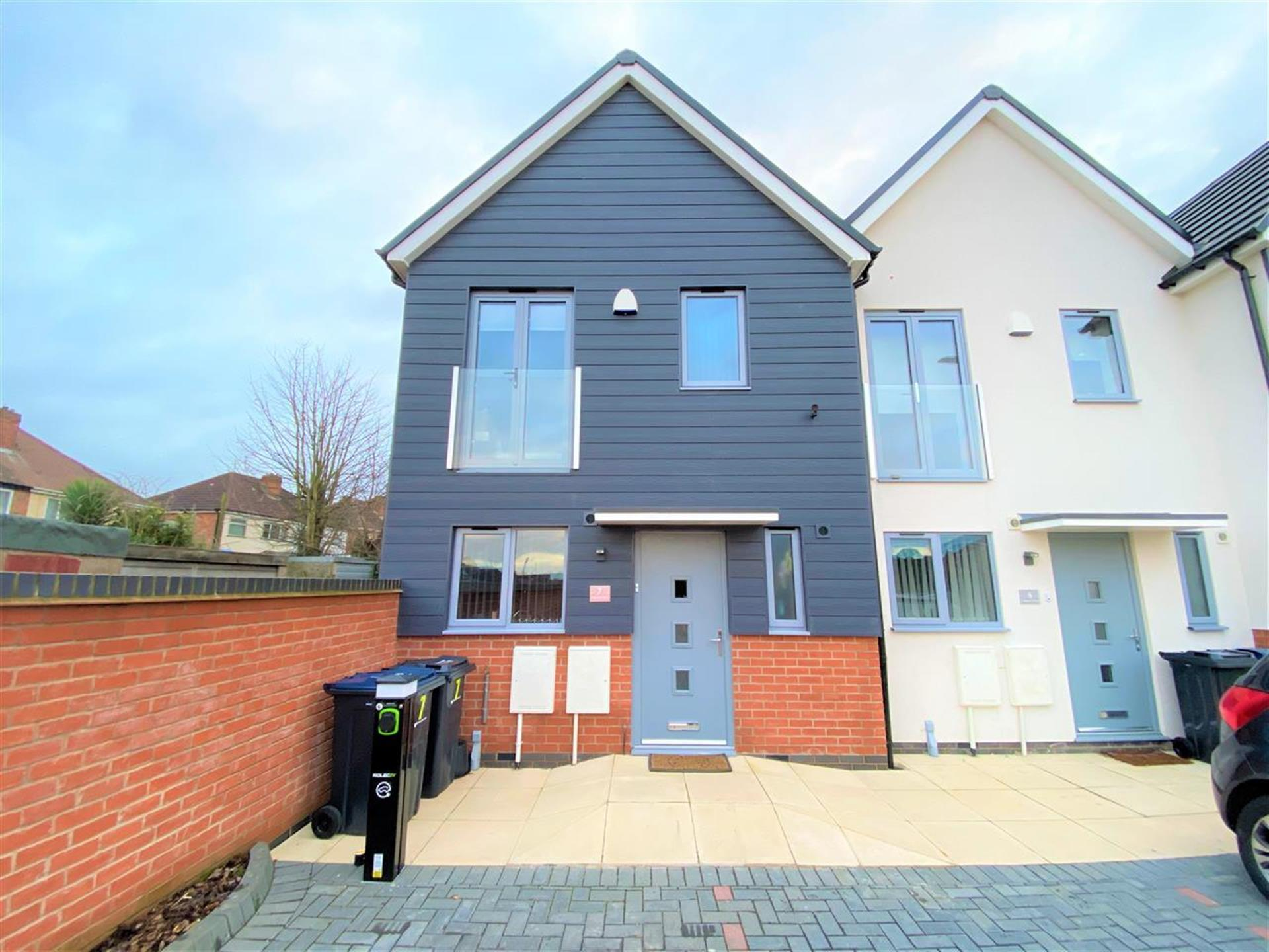 2 Bedroom Town House House For Sale - Main Picture
