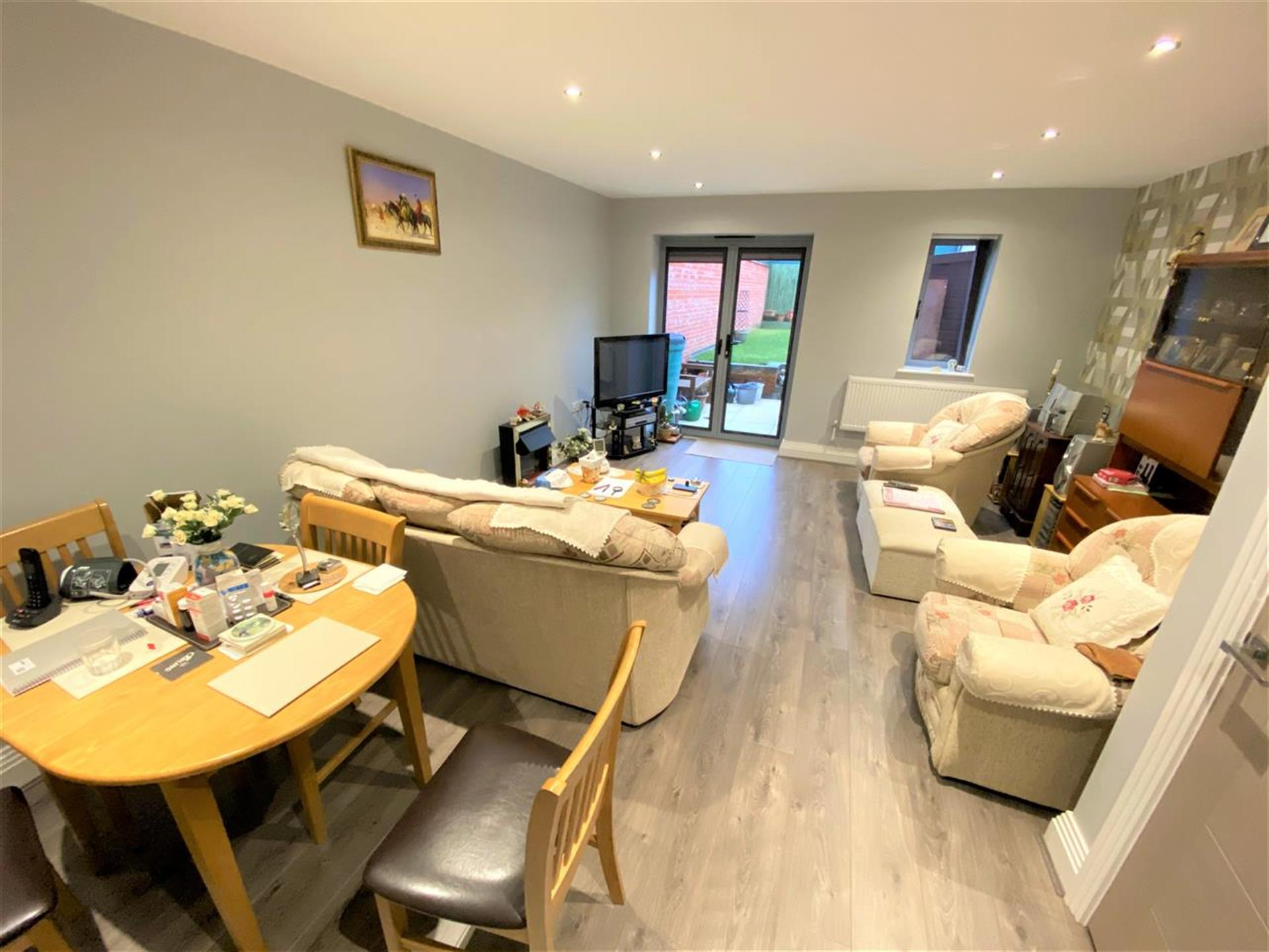 2 Bedroom Town House House For Sale - Lounge
