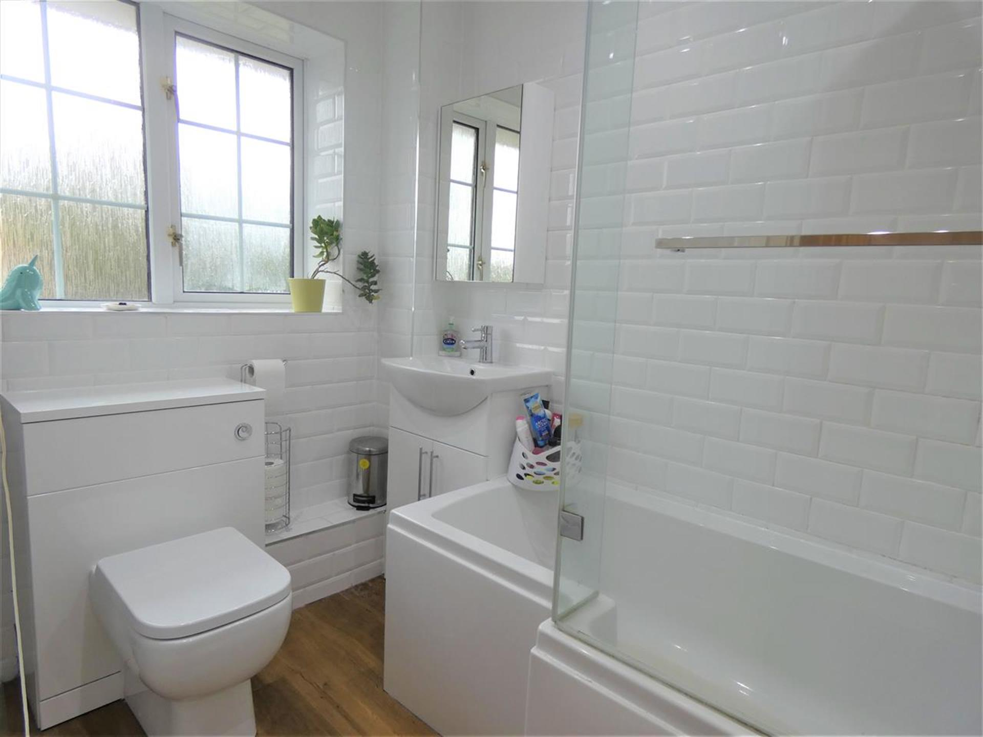 3 Bedroom Semi-detached House For Sale - Bathroom